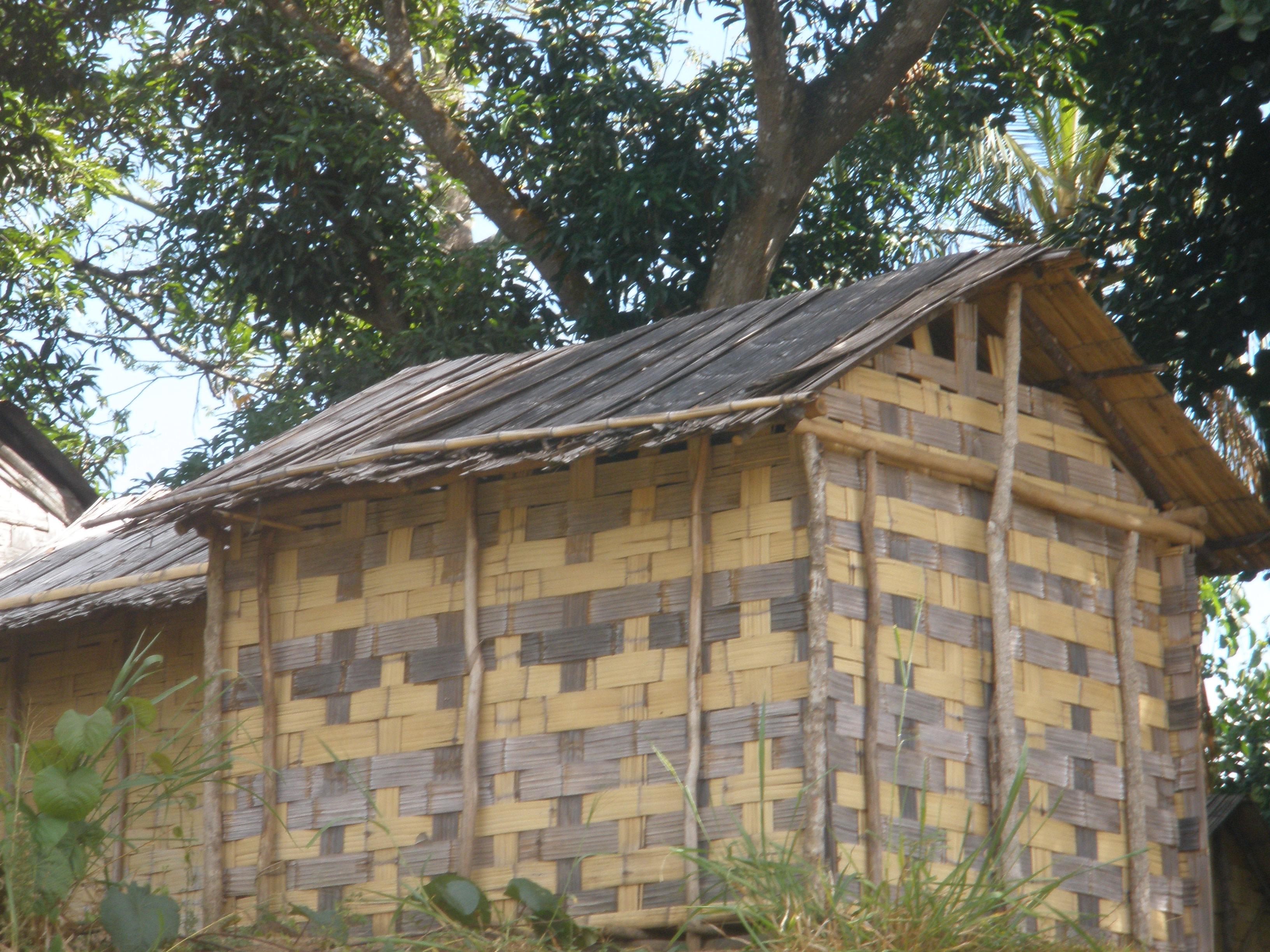 File bamboo house in sambava madagascar jpg wikimedia for Bangladeshi house image