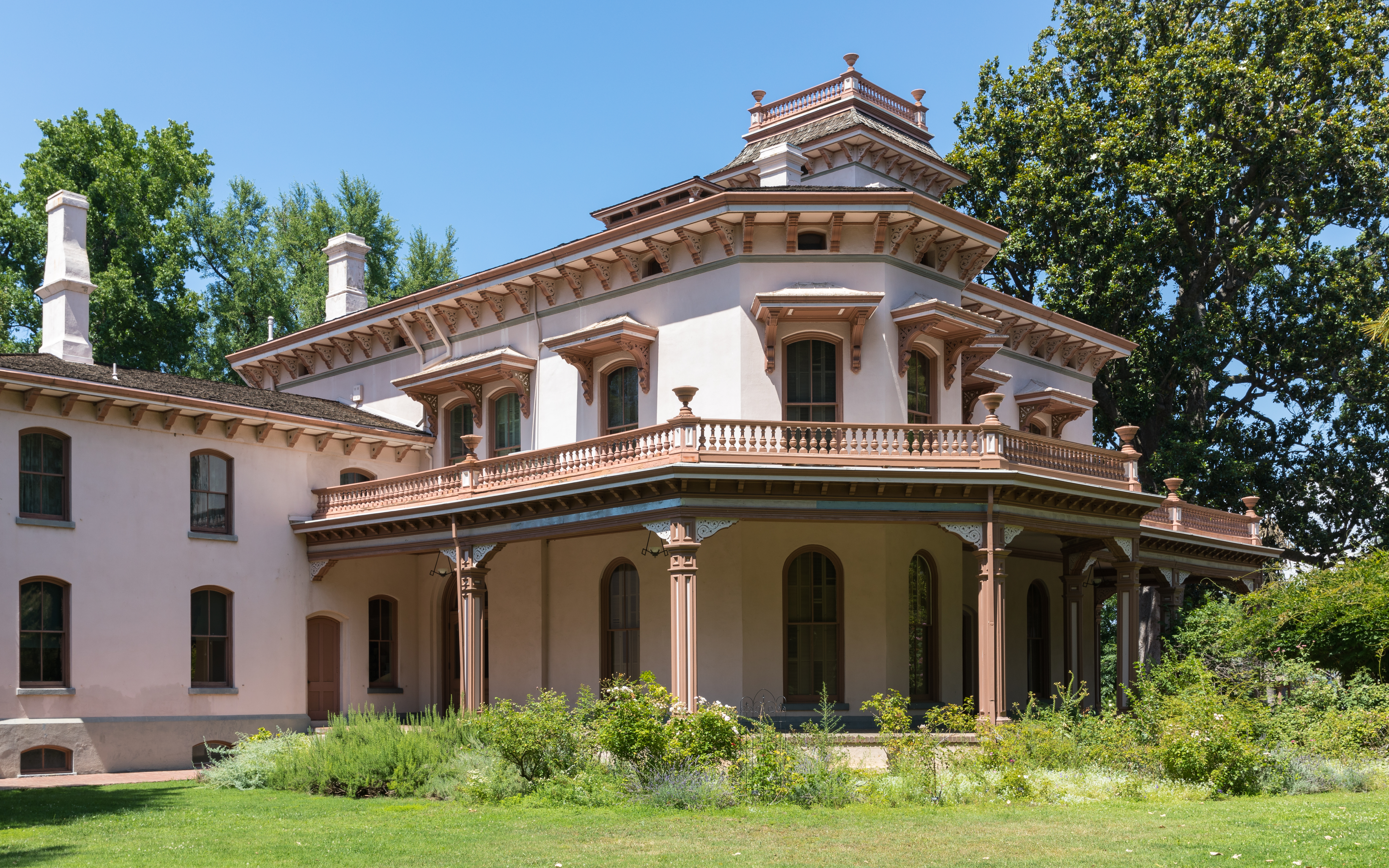 File Bidwell Mansion Chico In July 2019 Rear View Jpg Wikimedia Commons