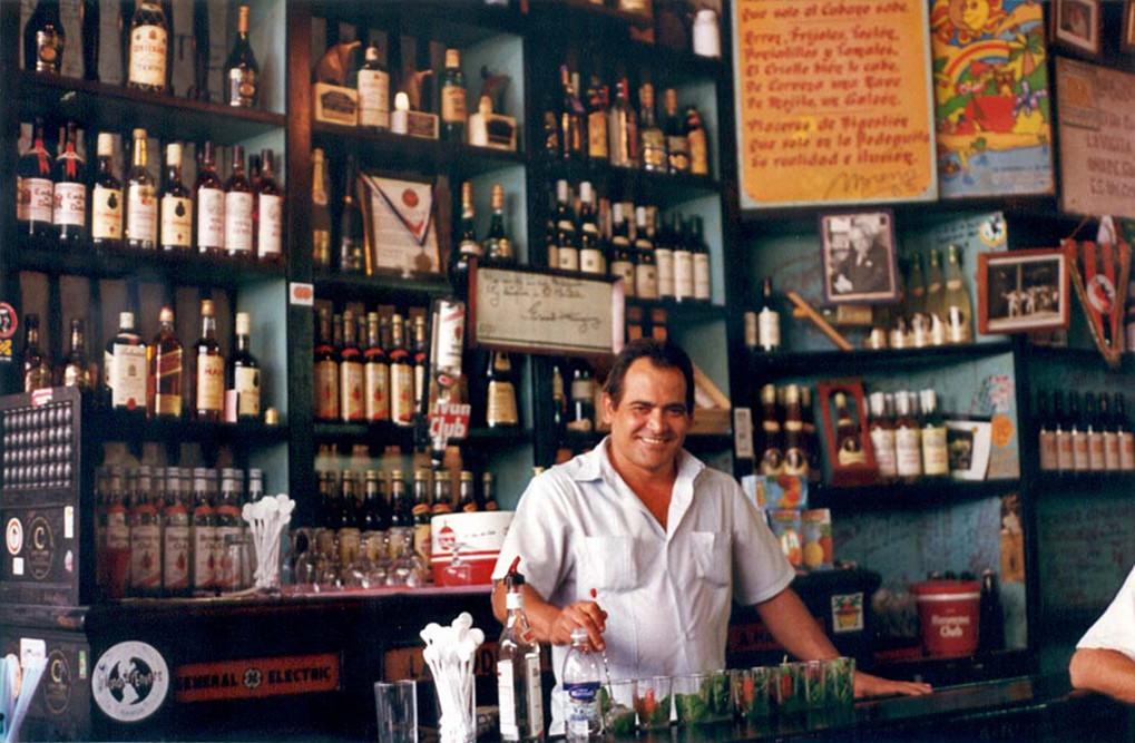 File:Bodeguita del Medio, Havana, Cuba 5.jpg - Wikimedia Commons
