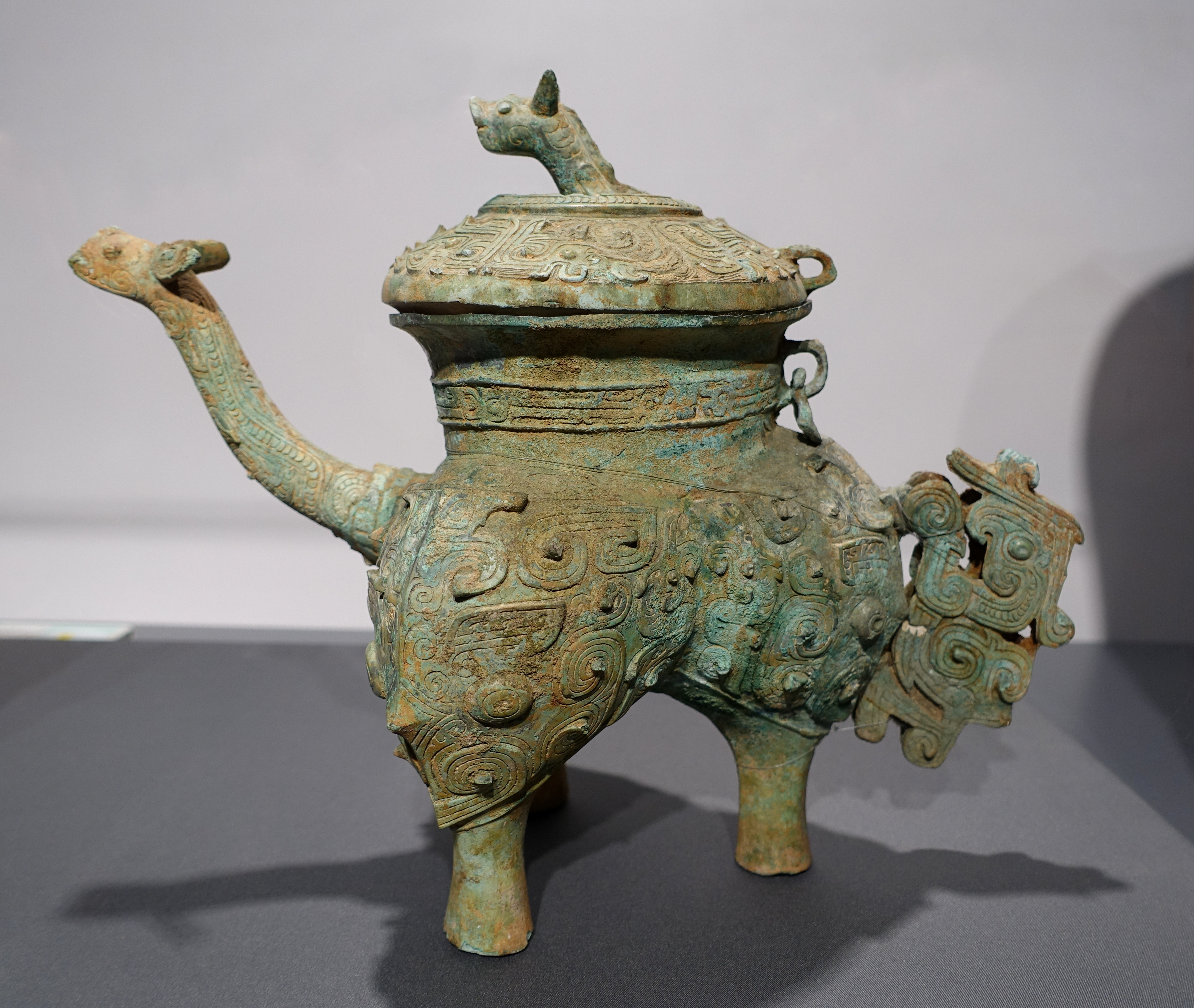 external image Bronze_he_ewer_with_animal_mask_design%2C_Bronze_period%2C_from_site_of_Rosin_Factory%2C_Xinyi_-_Hong_Kong_Museum_of_History_-_DSC00741.JPG