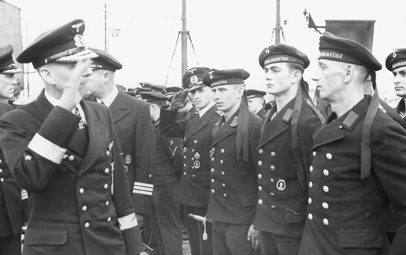 Bundesarchiv Bild 101II-MW-2064-15A, Friedrich Oskar Ruge bei MS-Flottille