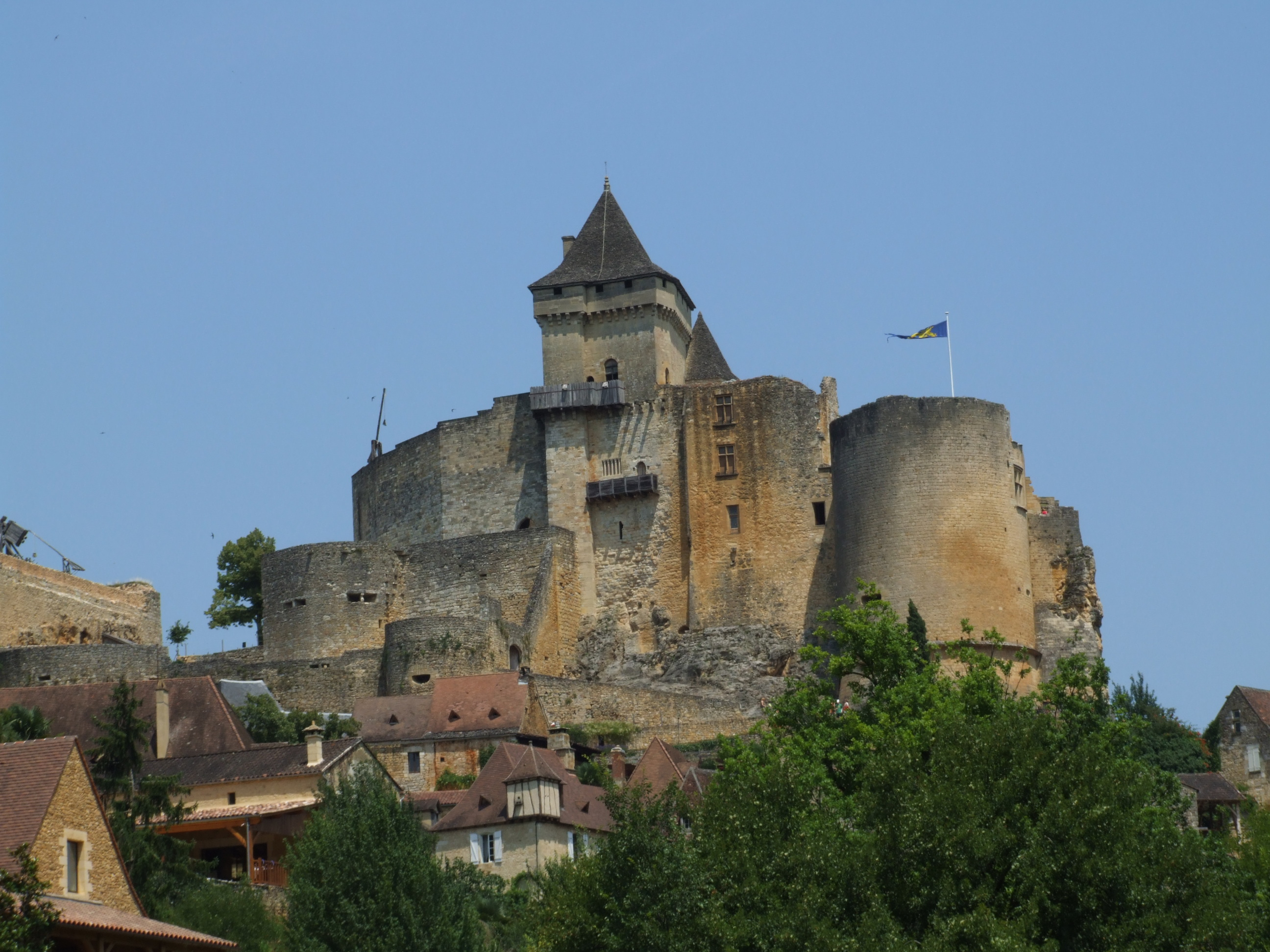 http://upload.wikimedia.org/wikipedia/commons/2/2b/Castelnaud-la-Chapelle_50.jpg