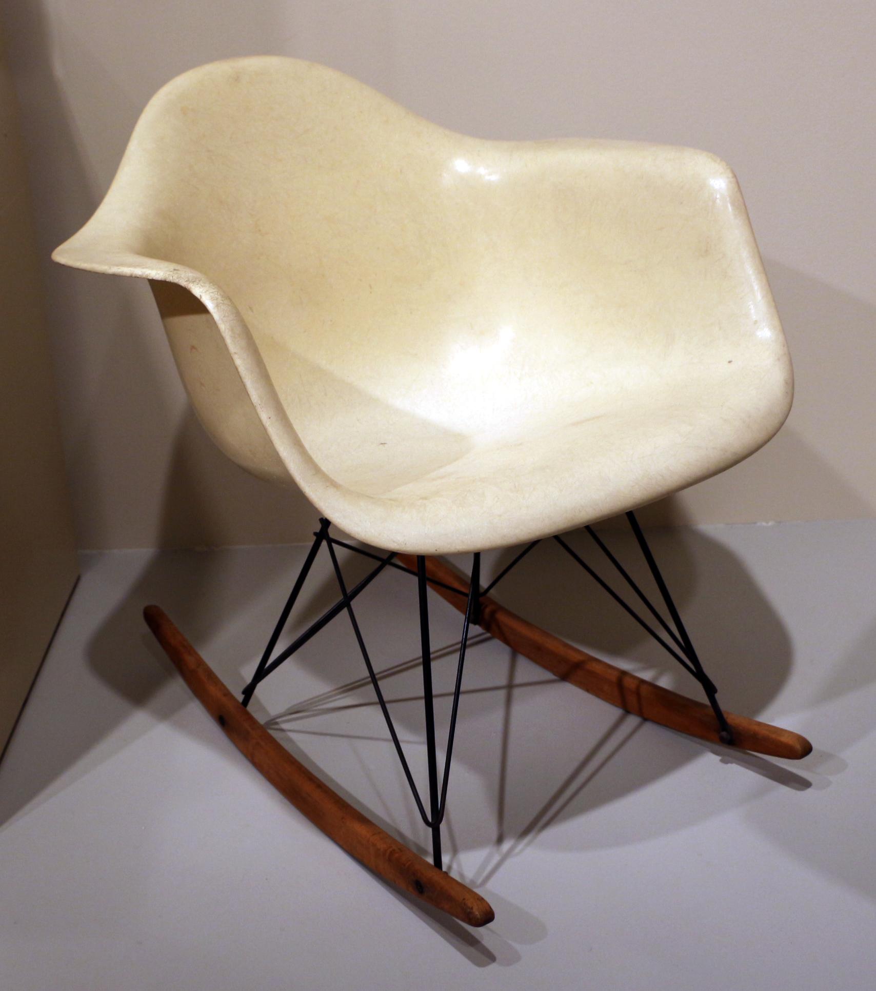 Sedia Dondolo Eames.File Charles E Ray Eames Per Herman Miller Inc Tramite