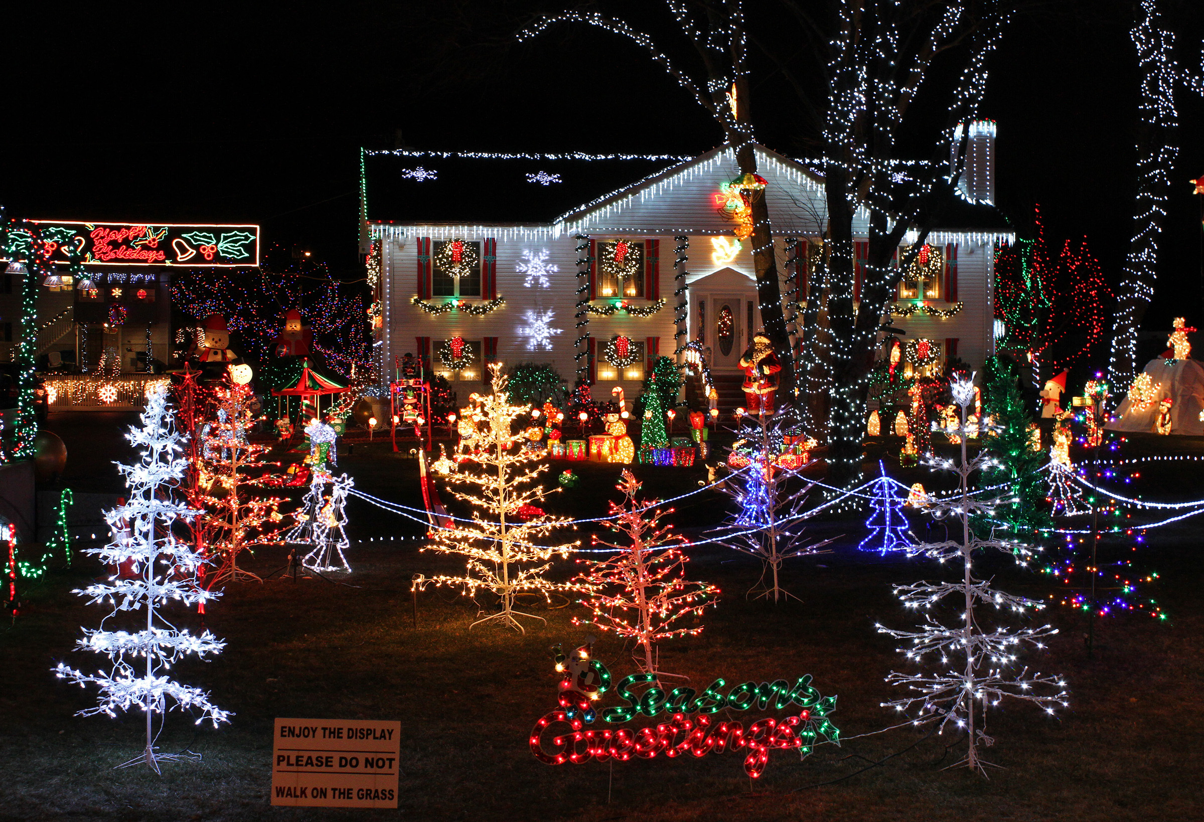 File Christmas Lights house displayJPG   Wikimedia Commons DLehUDkB