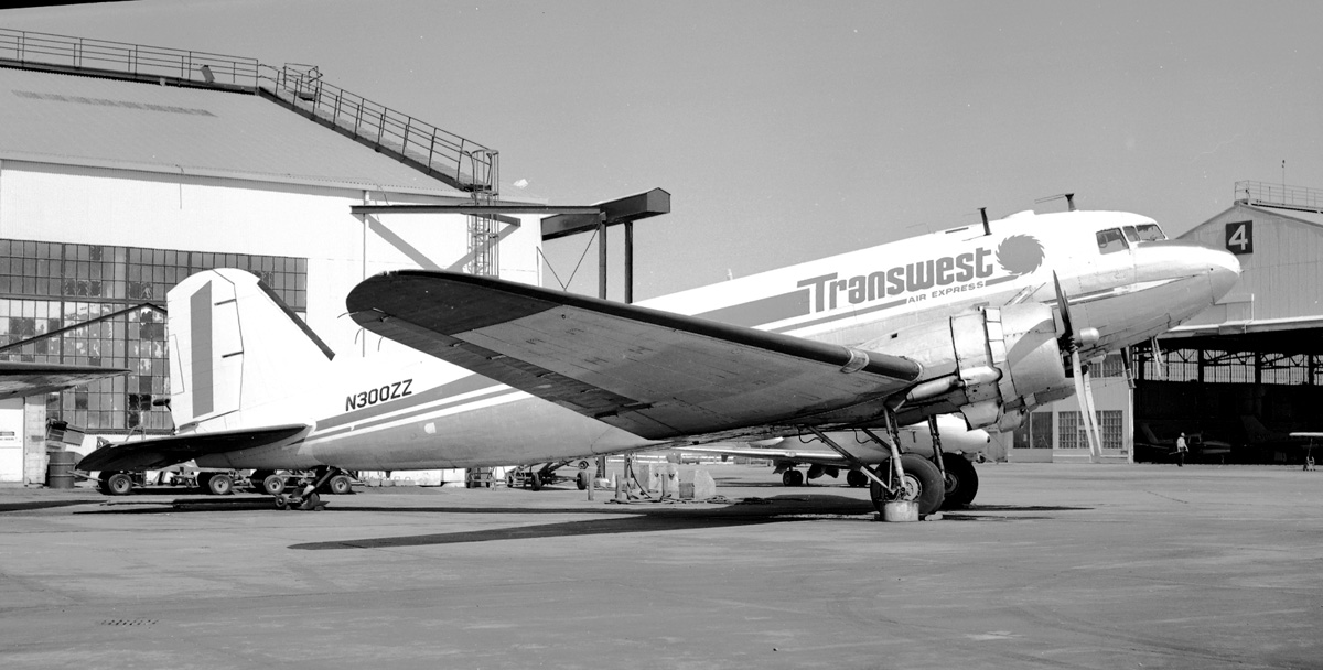 DC-3 N300ZZ Transwest (4801008646).jpg