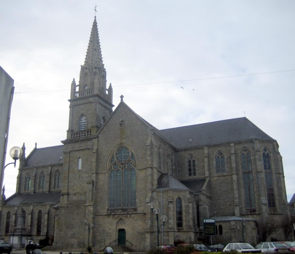 L'église paroissiale de Plouhinec (Morbihan)
