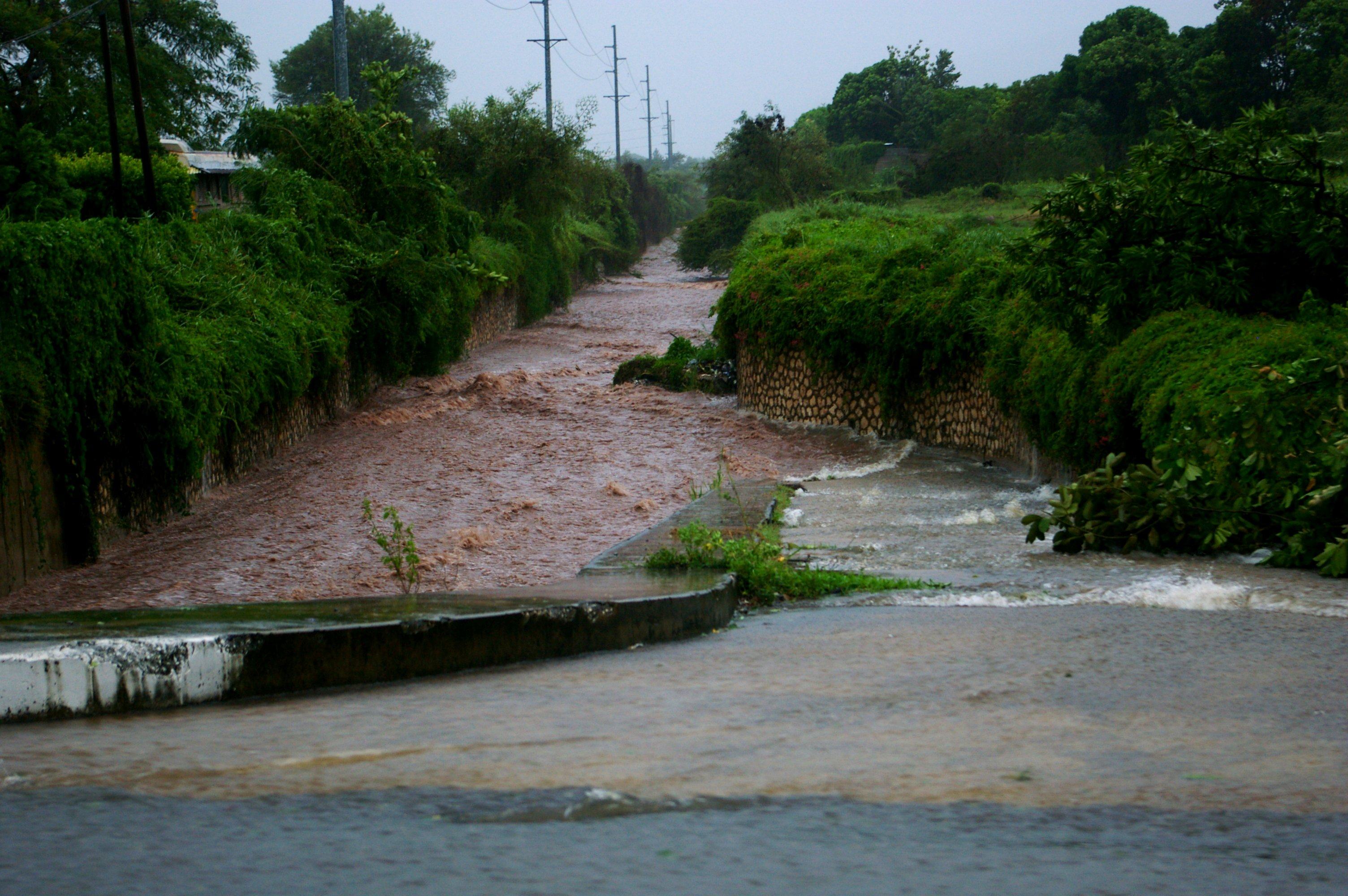 Conroe Tx Flooding >> File:Flooded road in Kingston during Hurricane Dean.jpg - Wikimedia Commons