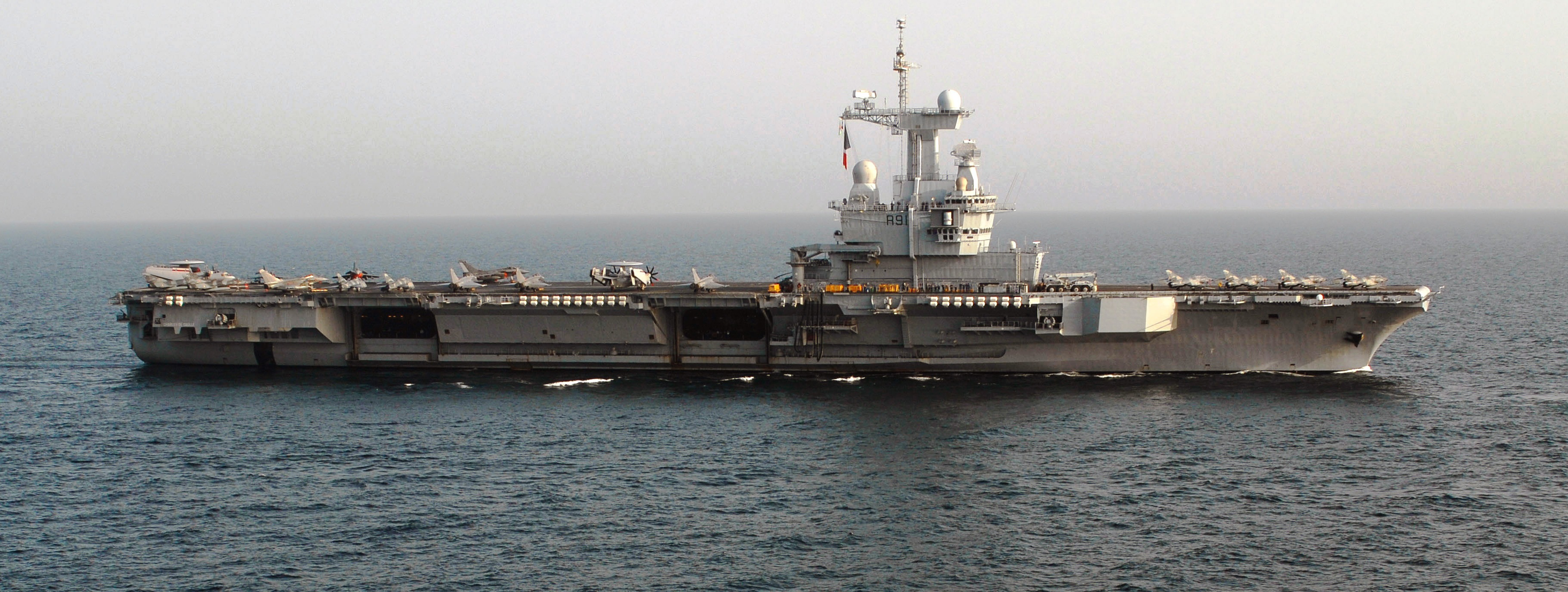 The carrier Charles de Gaulle of the French Navy took to the sea at the end of medium repair and modernization 99