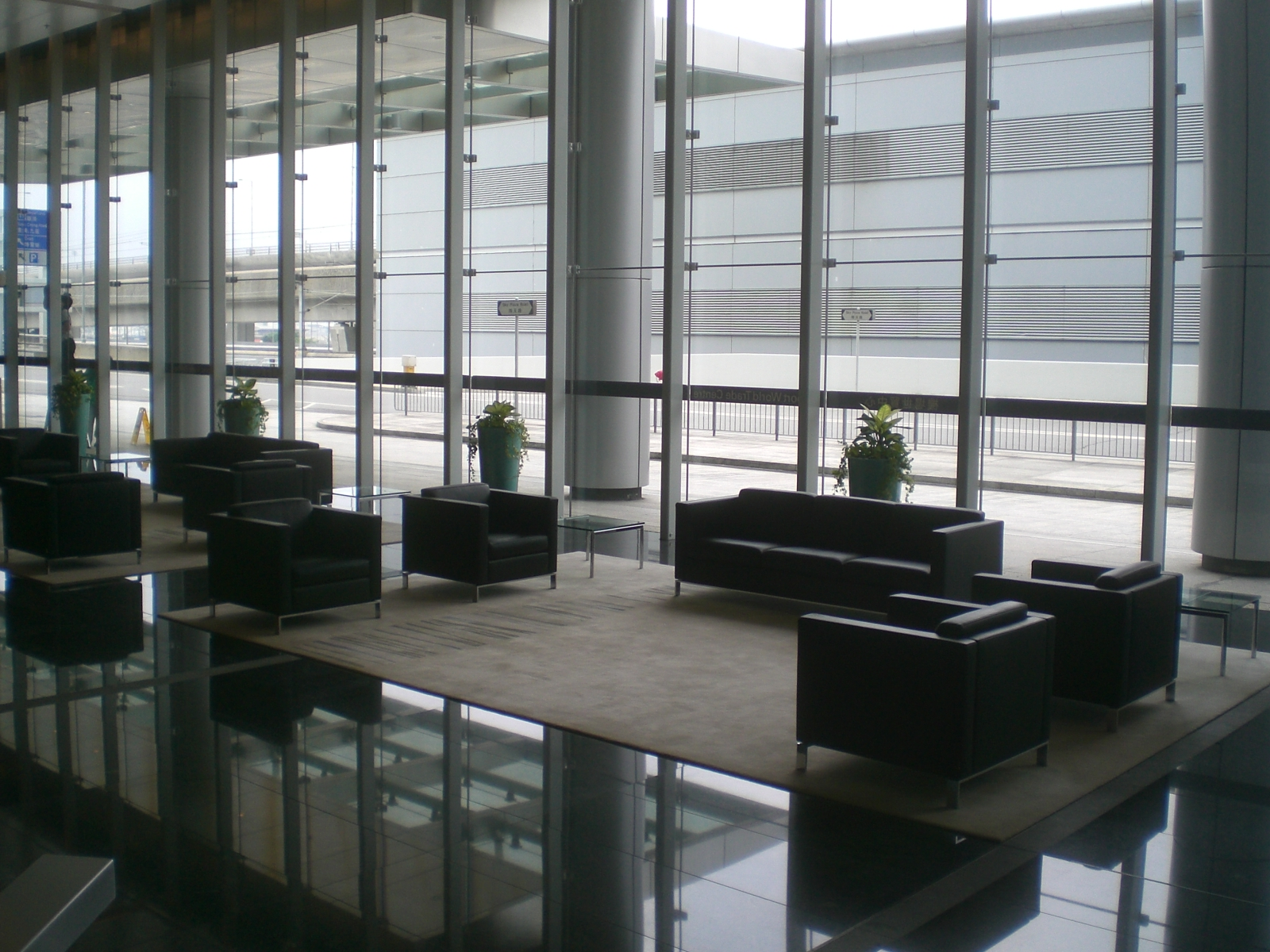 File hk skycity airport world trade centre lobby hall jpg for Interieur world trade center