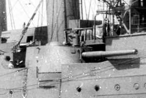 HMS Antrim Starboard 7.5 inch wing gun.jpg