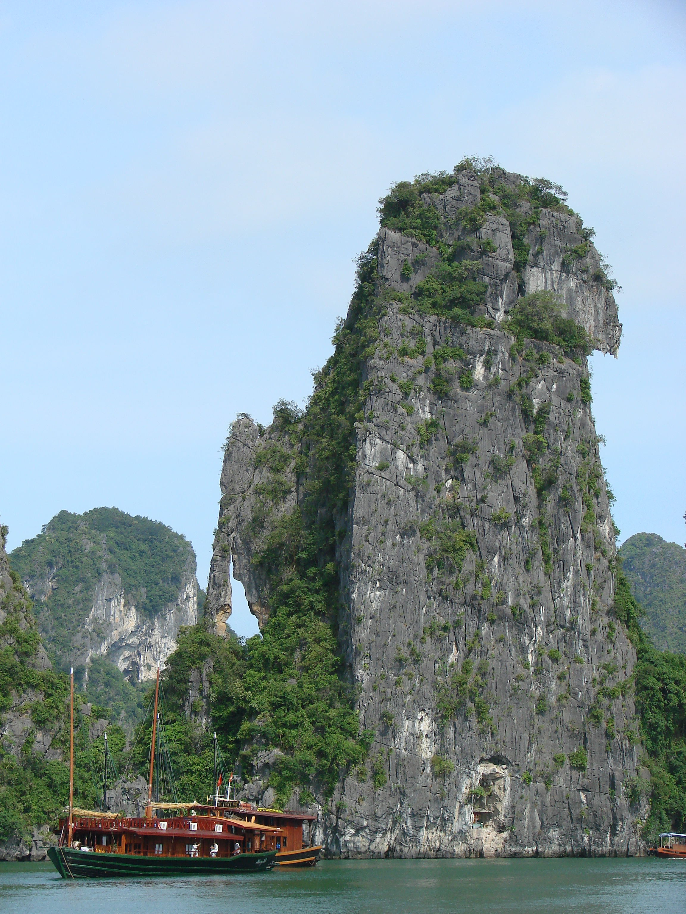 Halong Vietnam  city pictures gallery : Description Halong Bay Vietnam 02