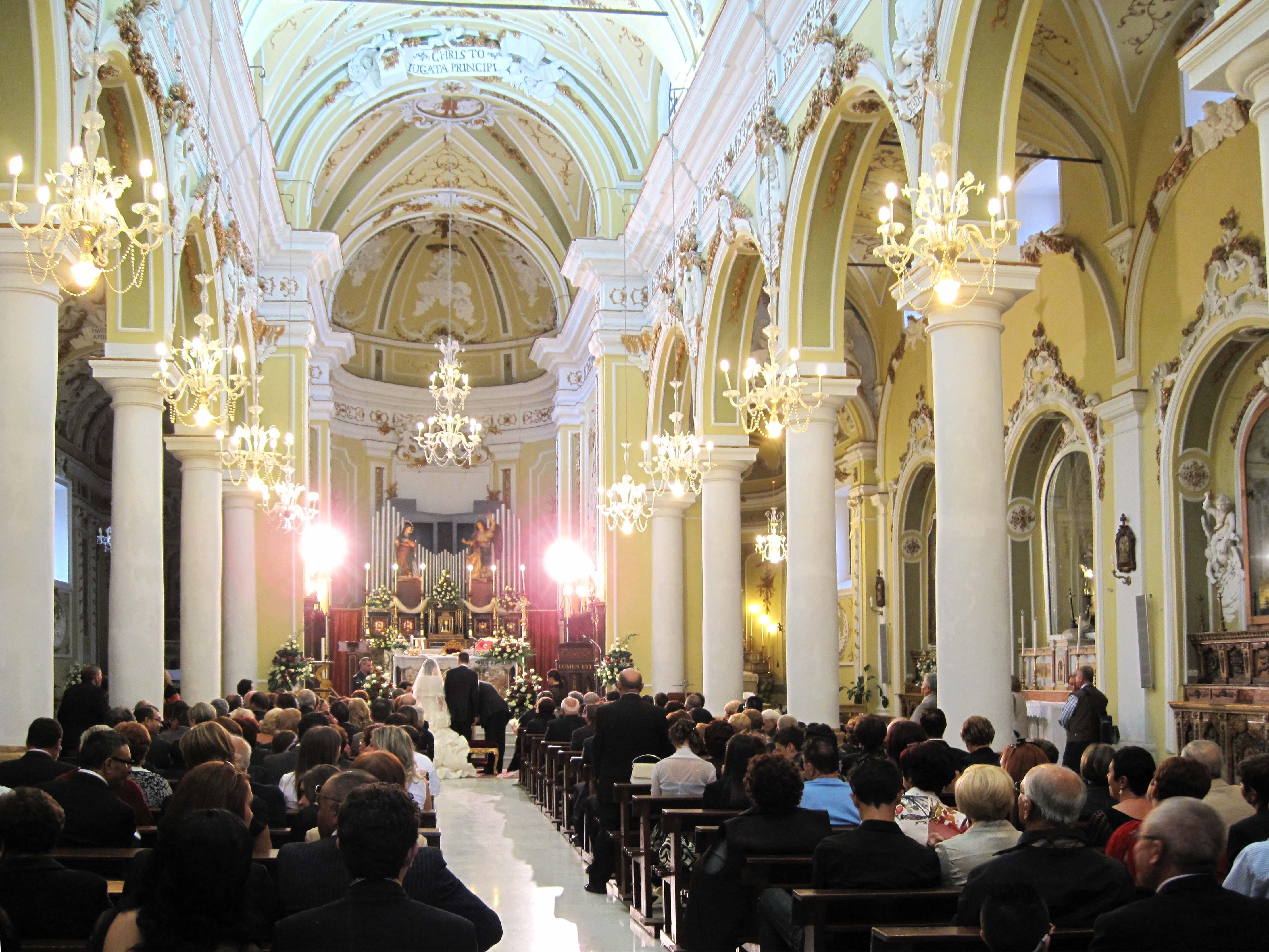 Matrimonio In Chiesa : File img matrimonio in chiesa ma quanti