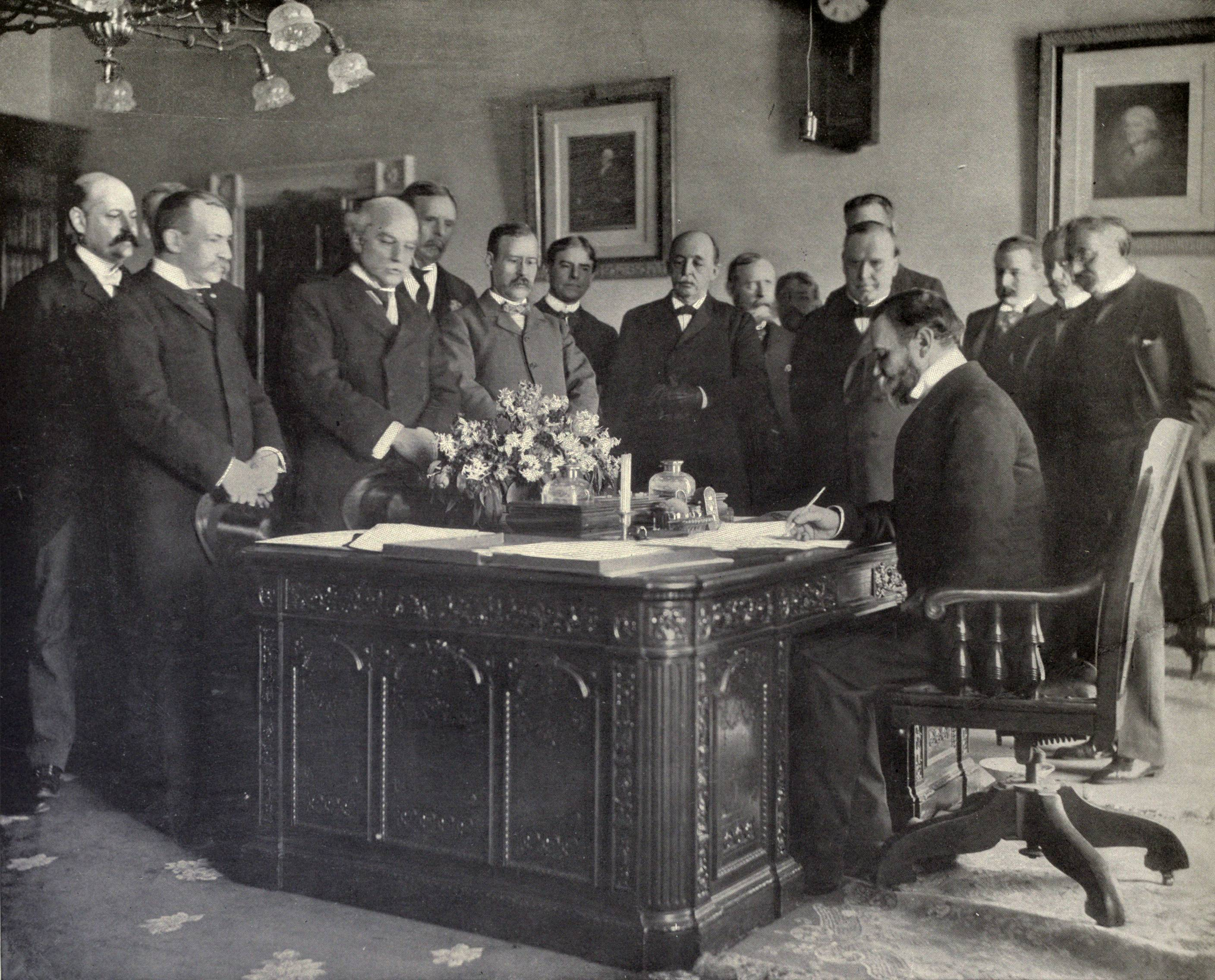 http://upload.wikimedia.org/wikipedia/commons/2/2b/John_Hay_signs_Treaty_of_Paris,_1899.JPG