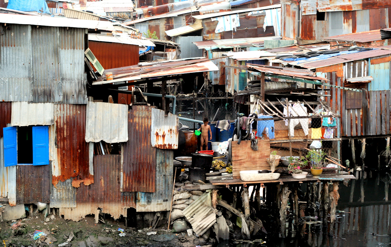 Do 400,000 whites live in squatter camps in South Africa? No