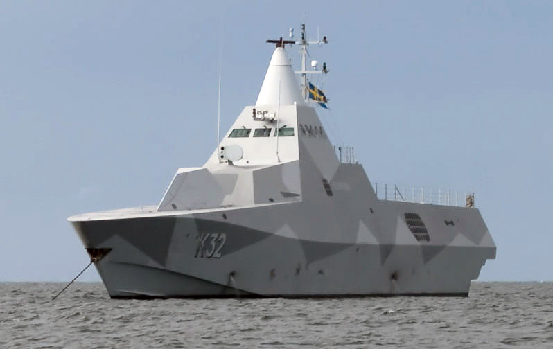 الكورفيت الشبحي السويدي Visby ! K32_HMS_Helsingborg_Anchored-of-Gotska-Sandoen_cropped