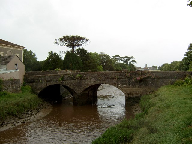 Kidwelly Bridge - geograph.org.uk - 901582
