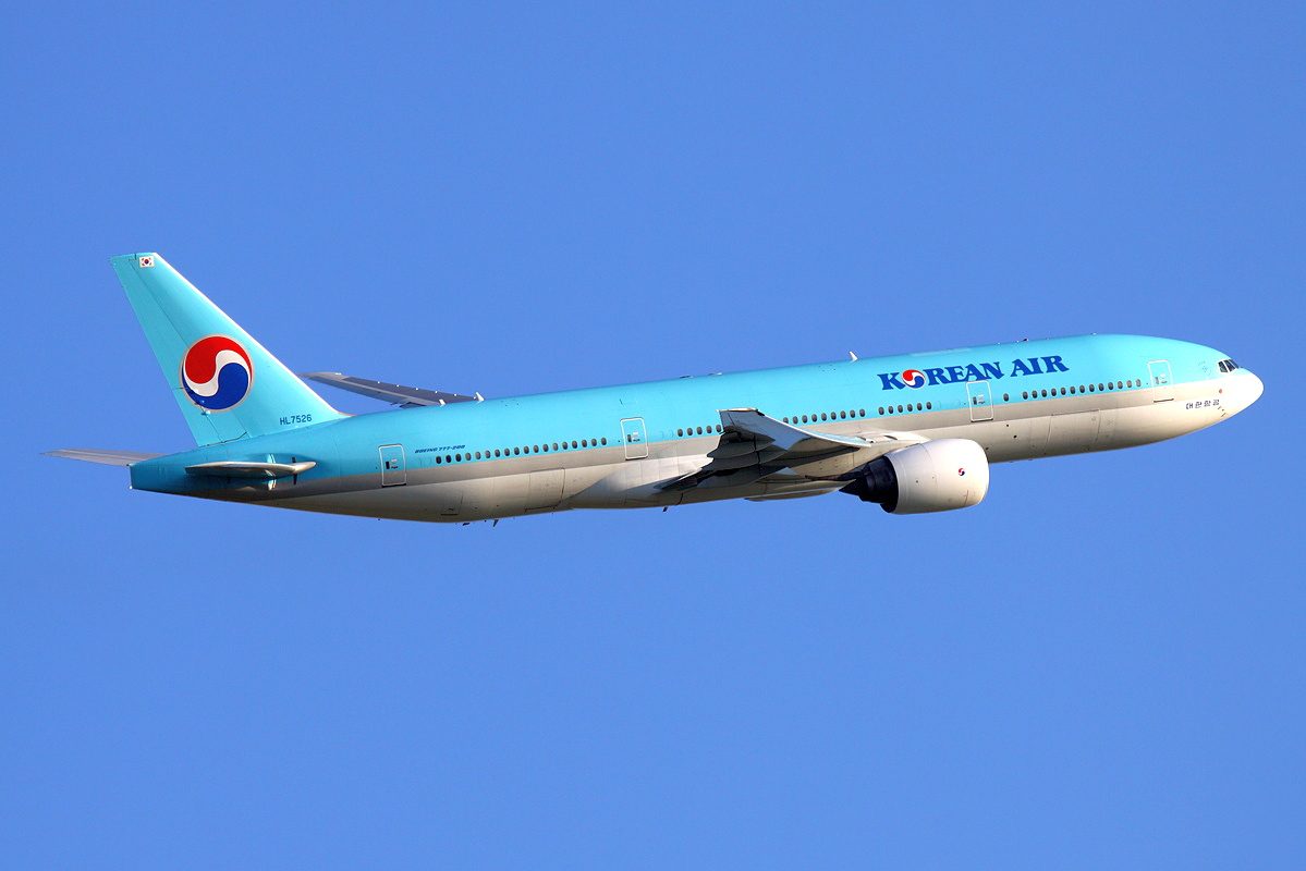 파일:Korean Air Boeing 777 200ER HL7526 SVO 2011 6 17.png
