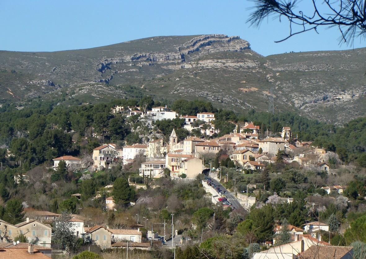 Ville Village Entre Plan De Campagne Et Marseille