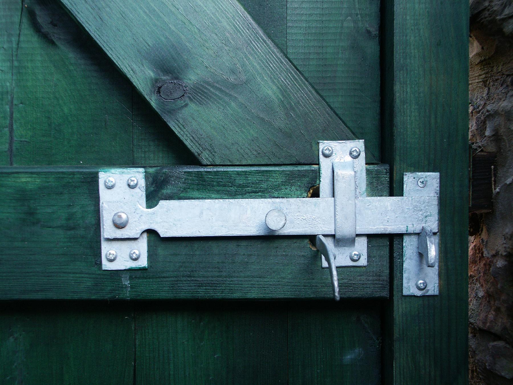 Bathroom barn door 616x821 roomporn for Door lock latch