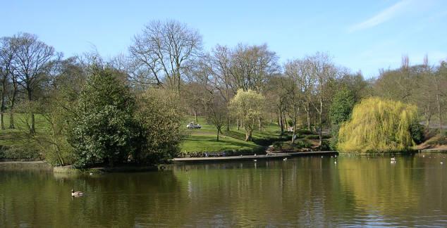 Lister Park Lake - Manningham Lane - geograph.org.uk - 387964