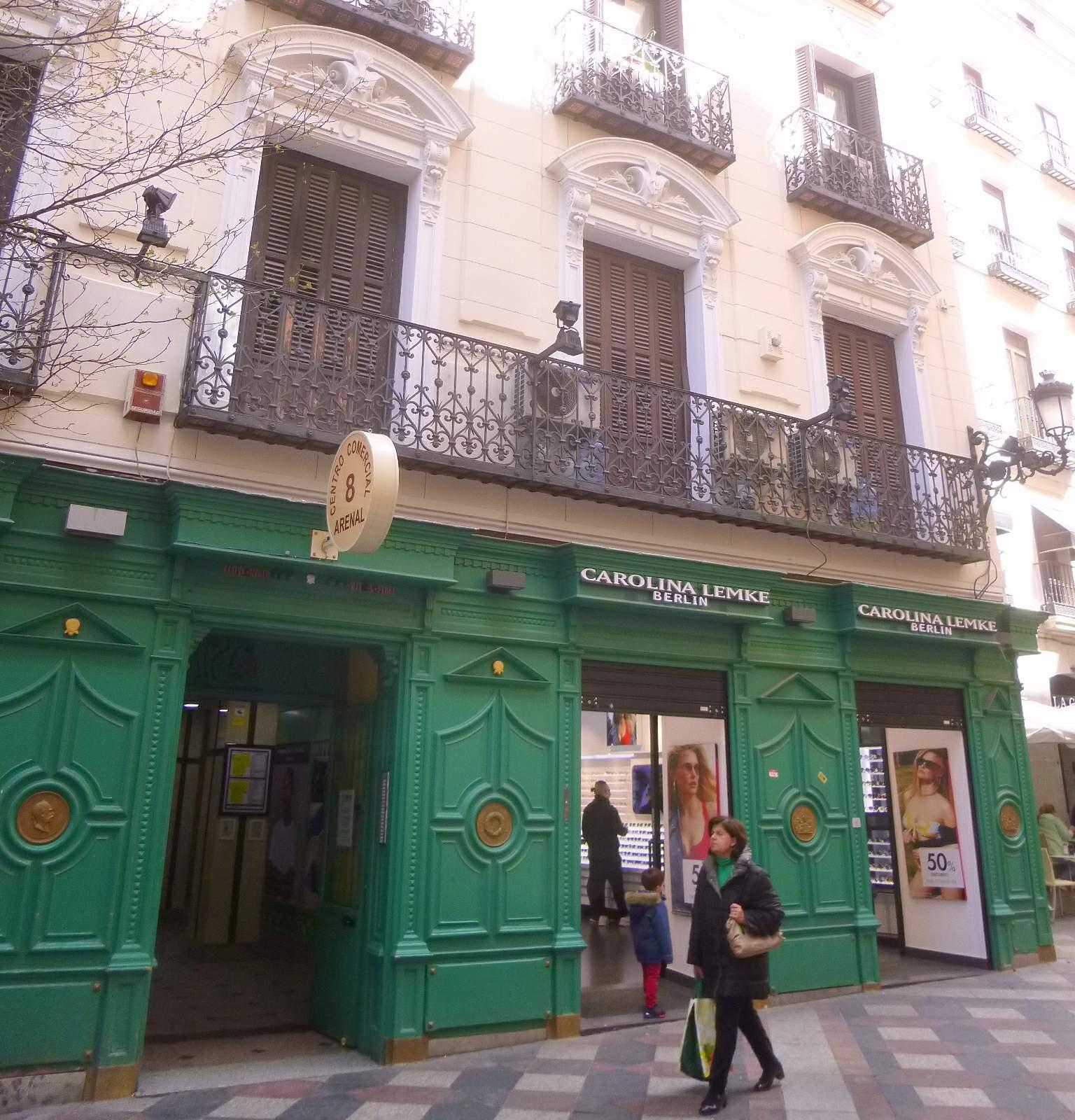 bd2e1c102a File:Madrid - Calle del Arenal, óptica Carolina Lemke Berlín 2.jpg ...