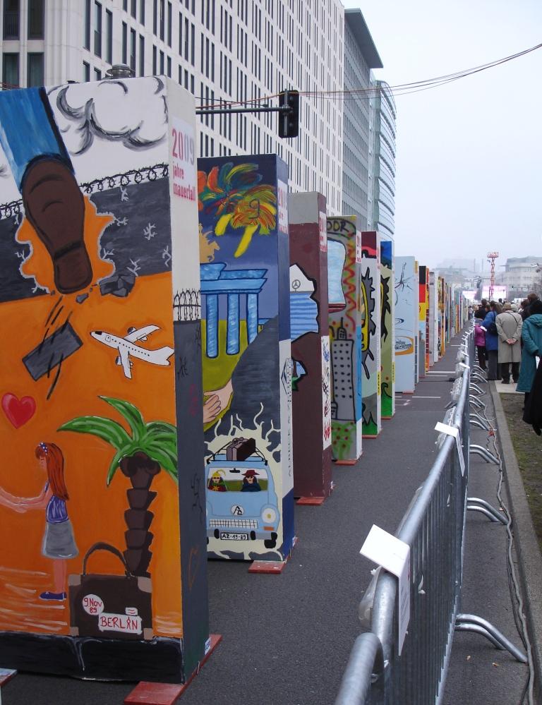 Mur de dominos pour commémorer les 20 ans de la chute du mur (2009)