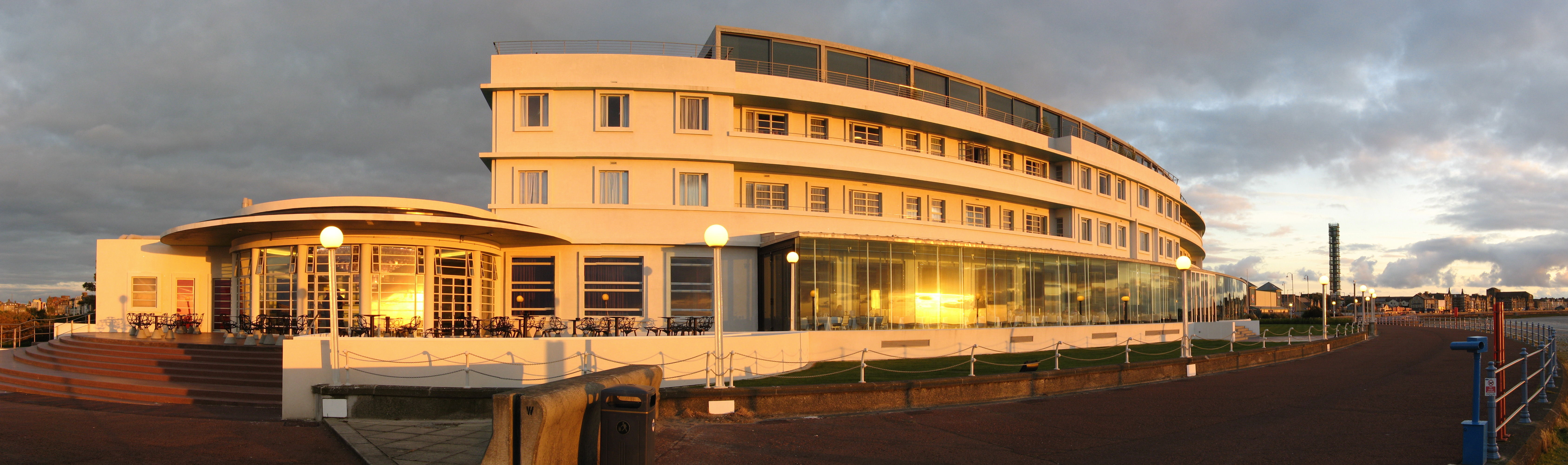 English: Midland Hotel, Morecambe, in evening ...