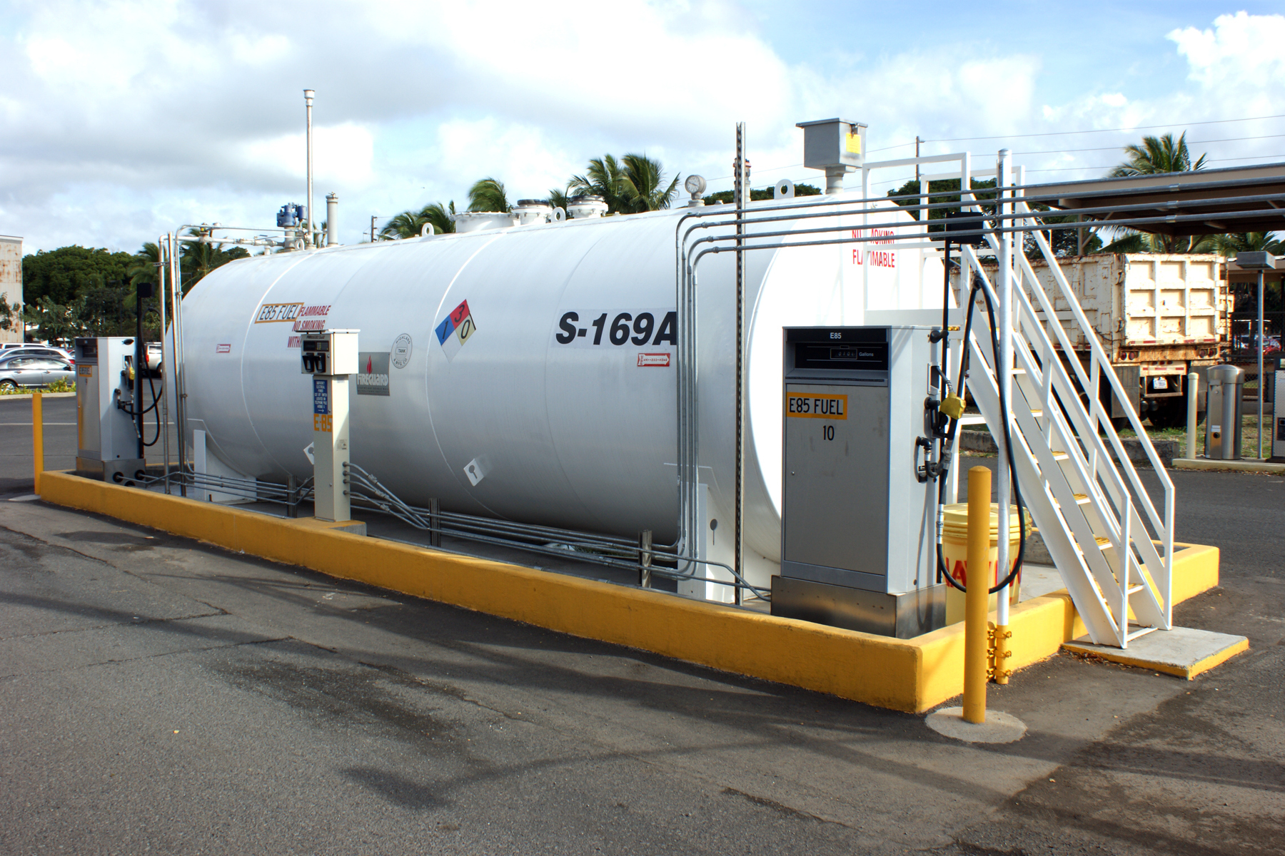 E85 Gas Stations >> File Navy S First E85 Station In Hawaii 120222 N Of713 003