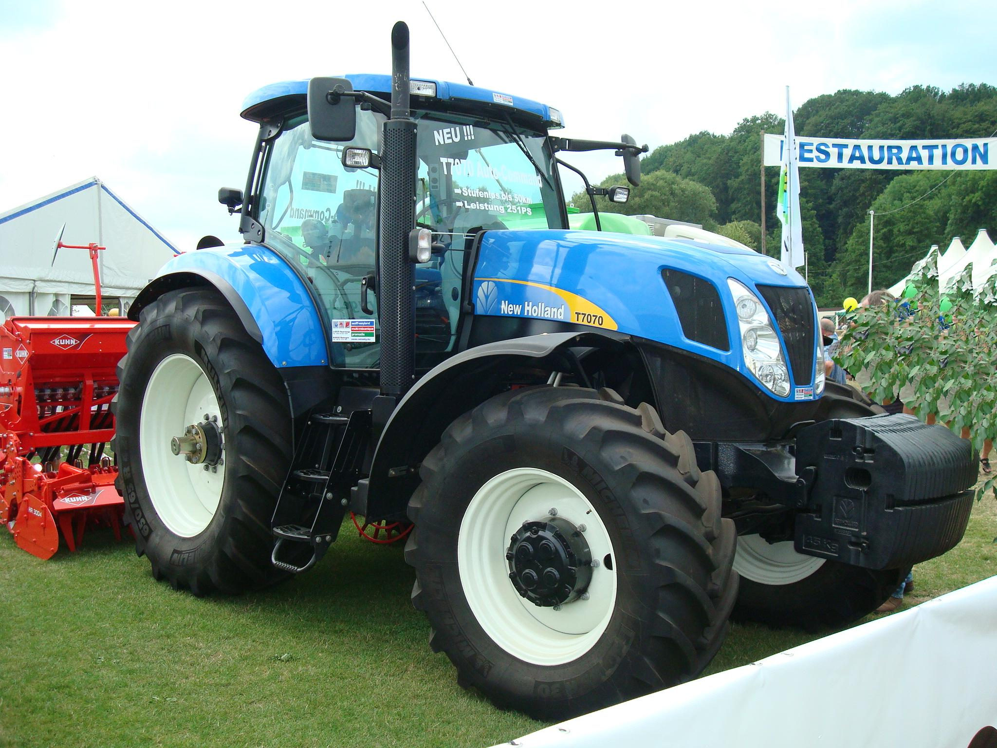 File Newholland T7070 Jpg Wikimedia Commons