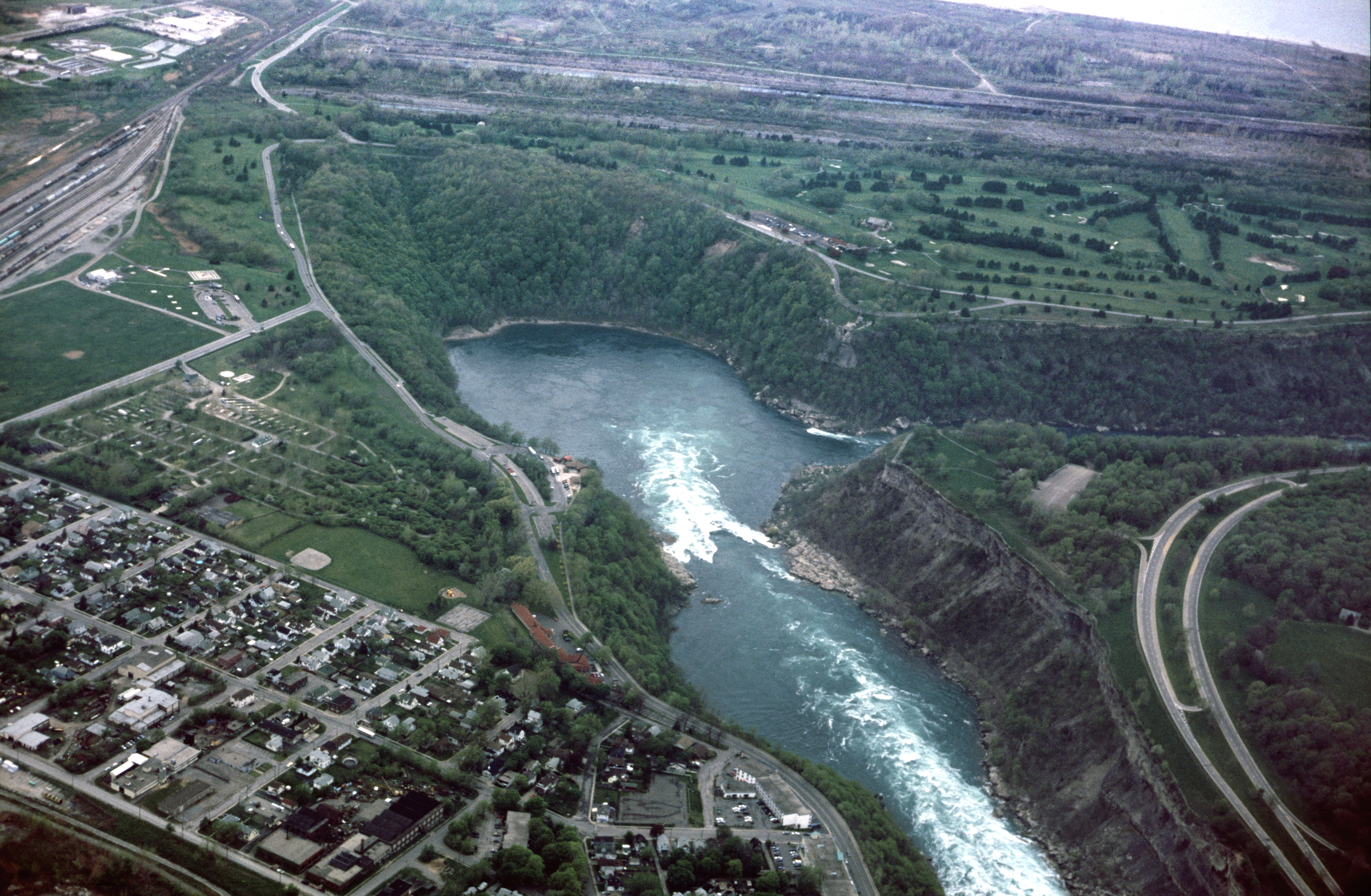 File:Niagara Falls Whirlpool aerial view.jpg - Wikimedia Commons