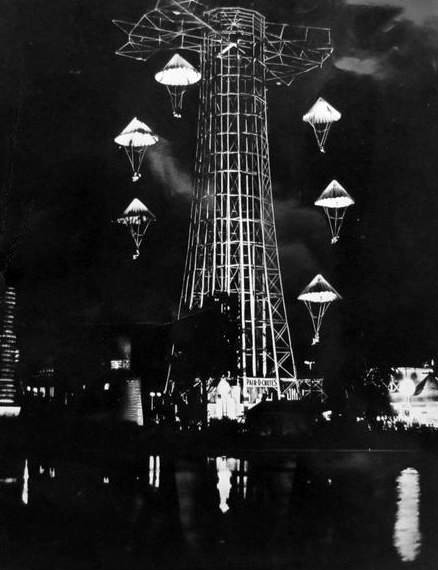 http://upload.wikimedia.org/wikipedia/commons/2/2b/Pair_O_Chutes_at_night_Riverview_Park_Chicago.JPG