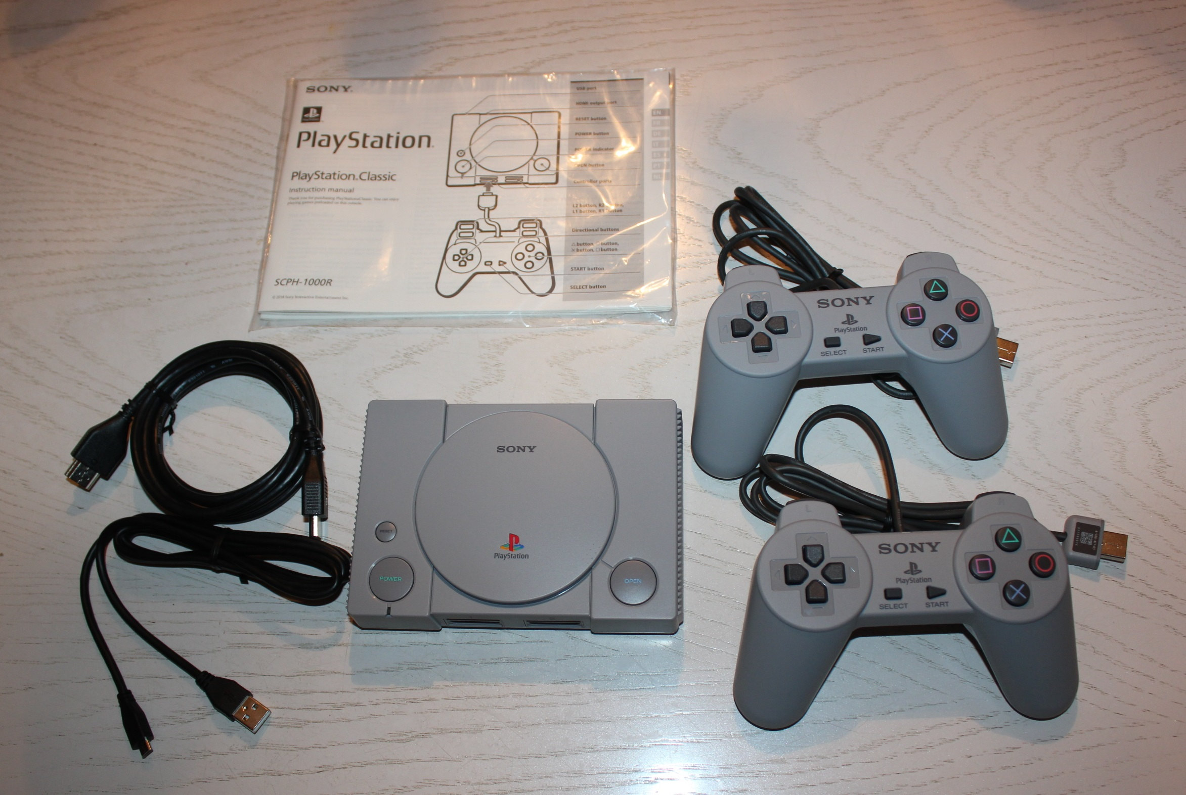 File:PlayStation Classic Lieferumfang jpg - Wikimedia Commons