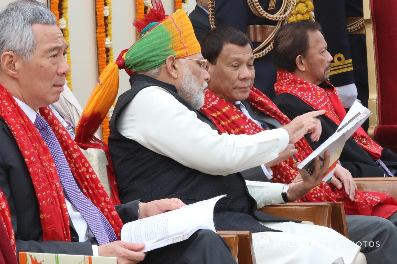 File:President Rodrigo Roa Duterte chats with Indian Prime Minister  Narendra Modi during the Republic Day Parade.jpg - Wikimedia Commons