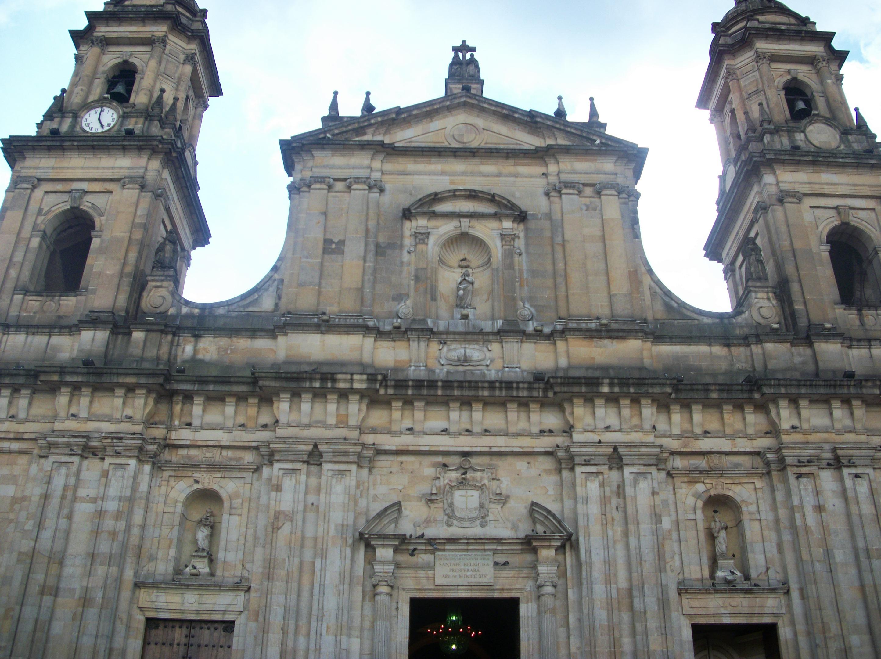 Primate Cathedral of Bogota, 2 April 2011, above door.jpg