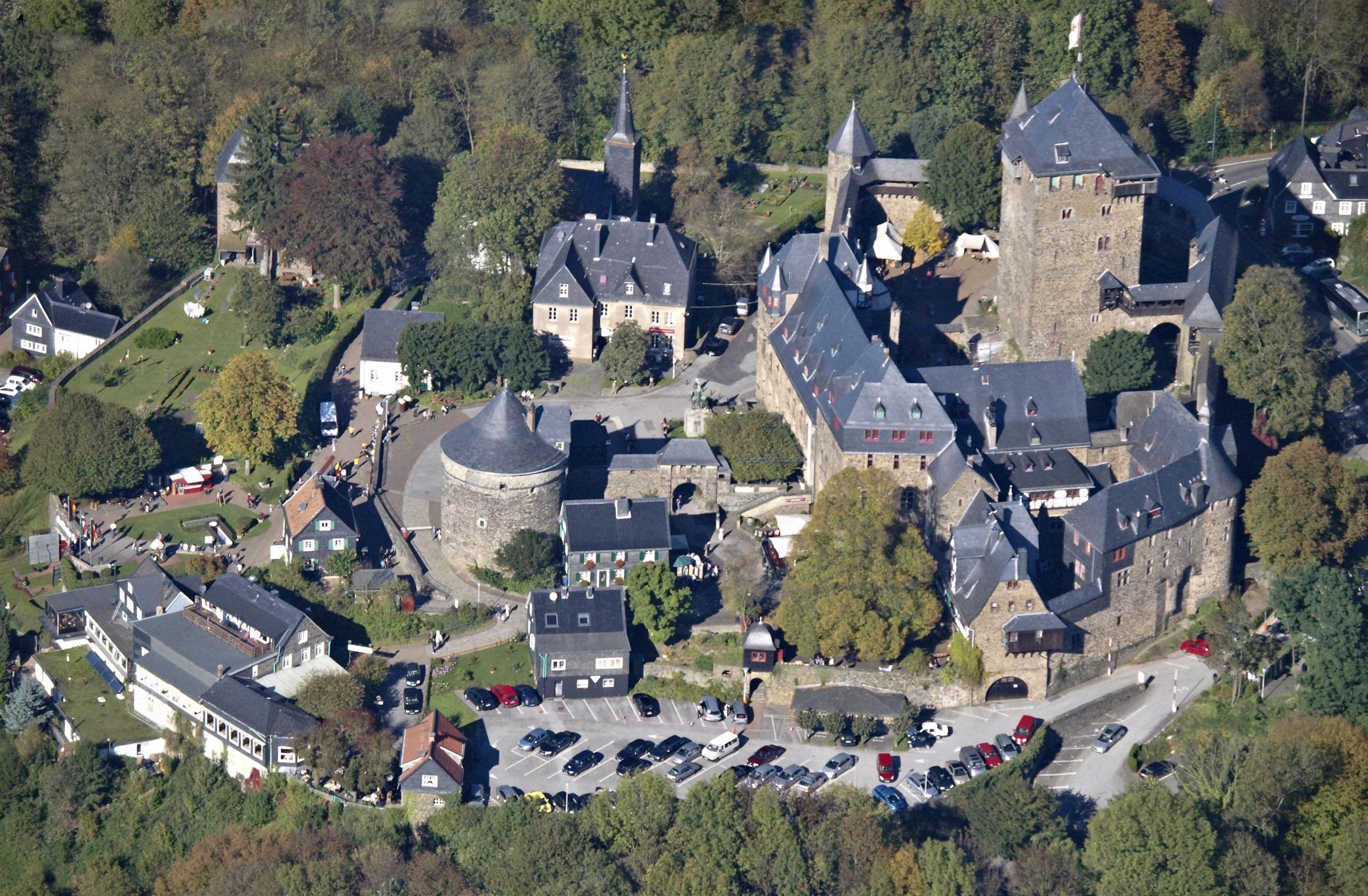 Schloss Burg aus der Luft