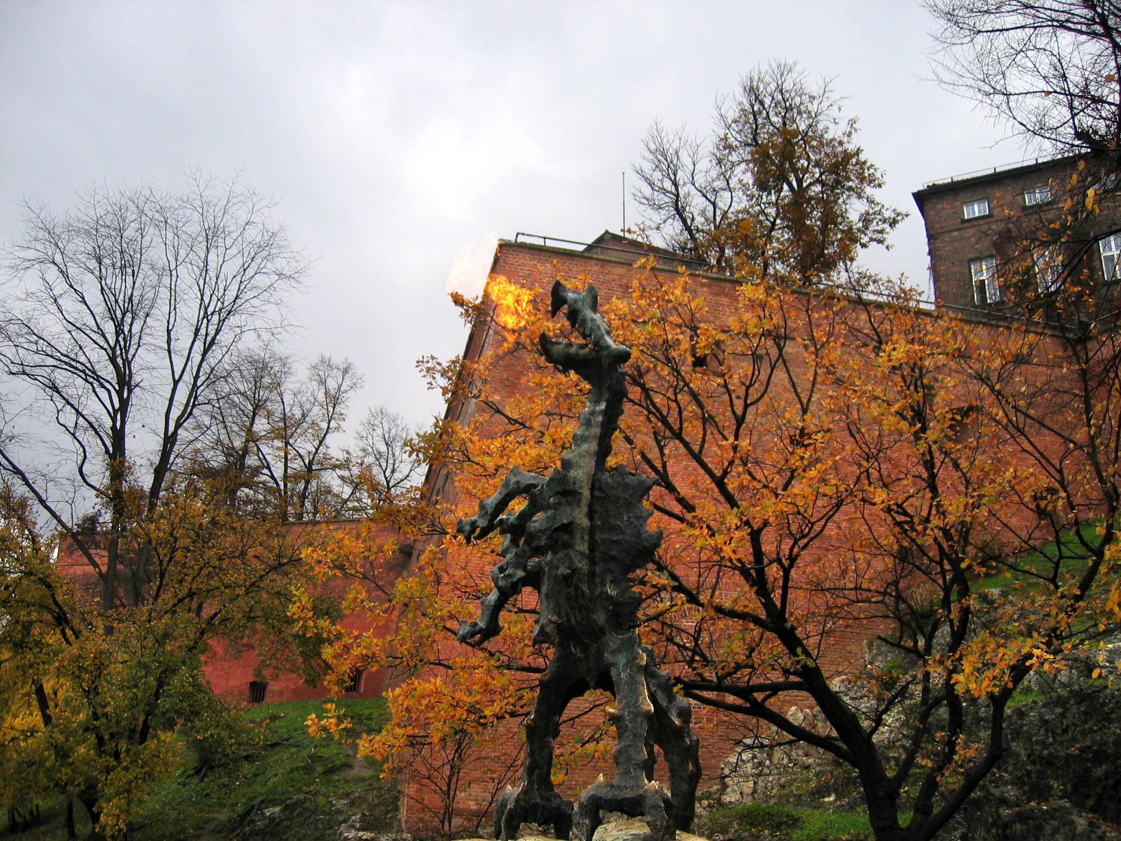 Krakow-with-kids-wawel-dragon