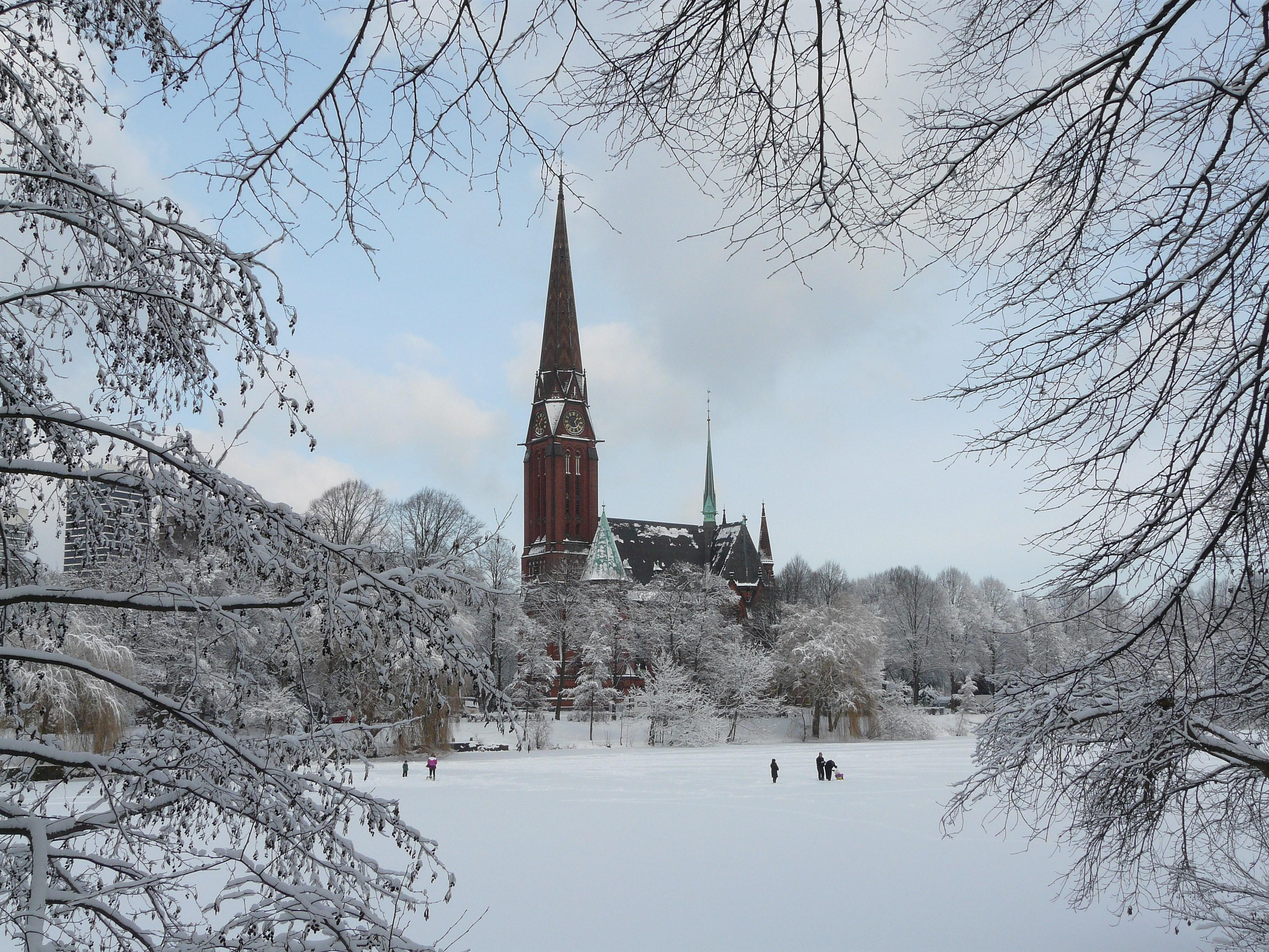 Datei st gertrud im winter hamburg uhlenhorst jpg for Goldfischteich im winter
