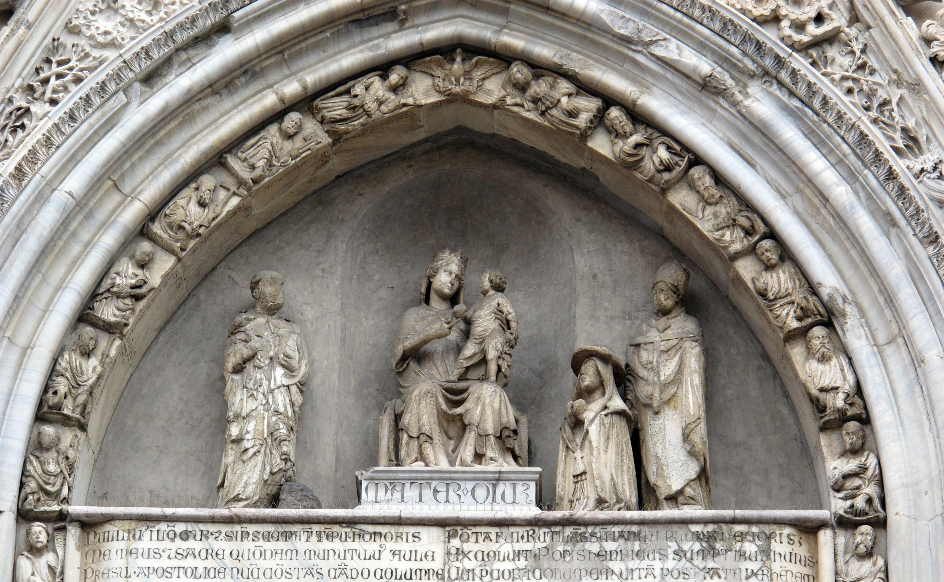 https://upload.wikimedia.org/wikipedia/commons/2/2b/Tino_di_camaino%2C_lunetta_centrale_del_duomo_di_napoli%2C_con_santi_e_cardinale_di_antonio_baboccio%2C_01.JPG