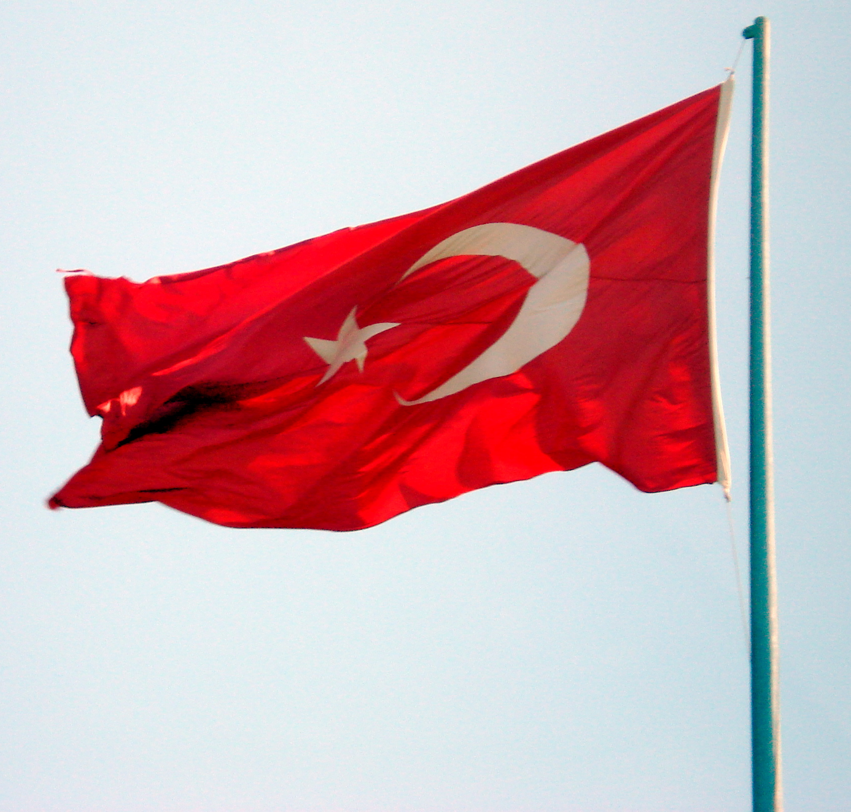 http://upload.wikimedia.org/wikipedia/commons/2/2b/Turkish_flag.JPG