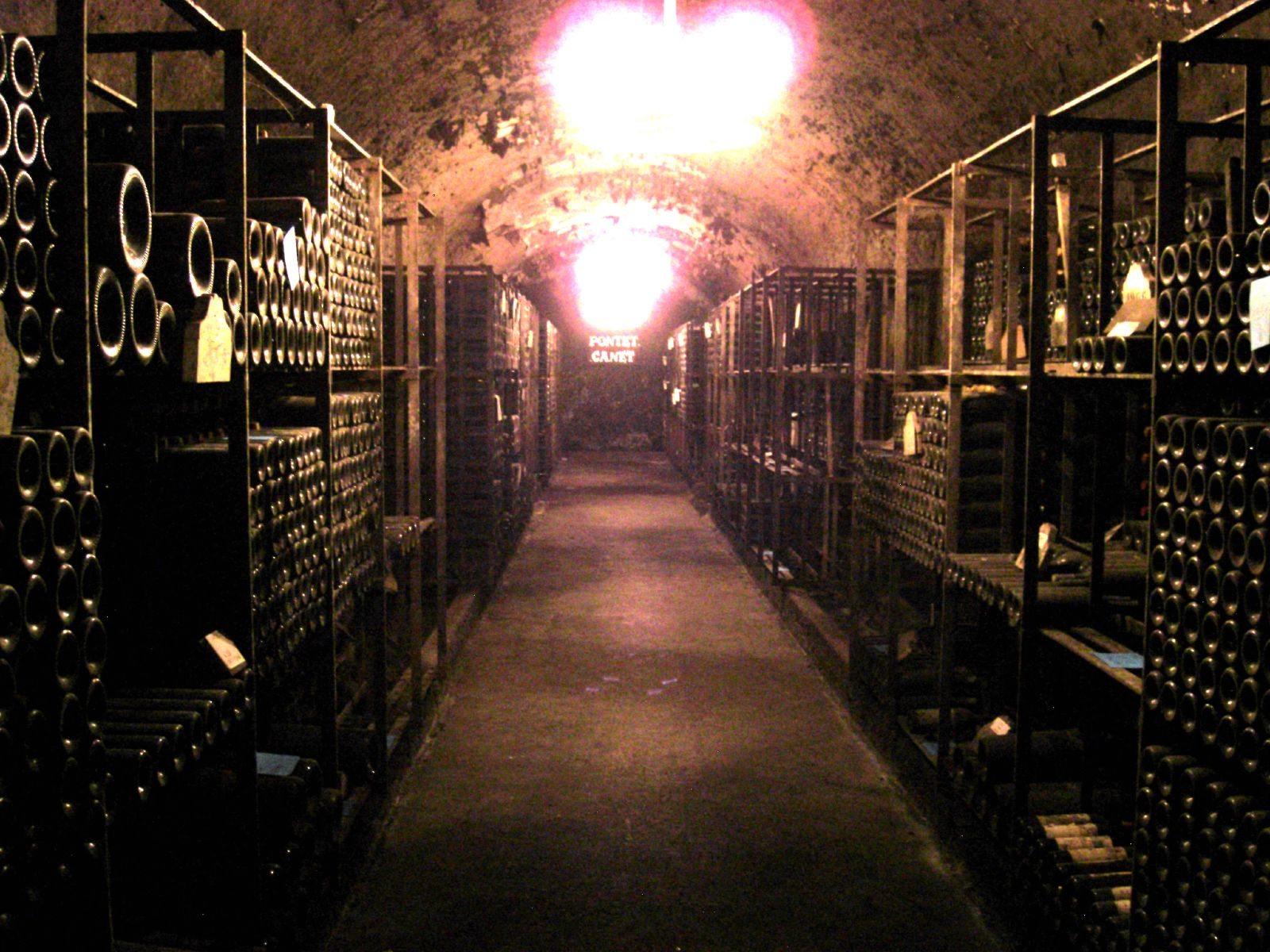 File underground wine cellar of pontet for Cost to build a wine cellar