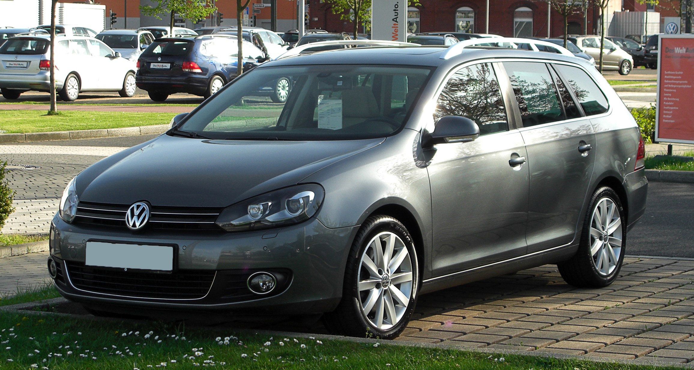 file vw golf variant 2 0 tdi highline vi frontansicht 9 april 2011 d. Black Bedroom Furniture Sets. Home Design Ideas
