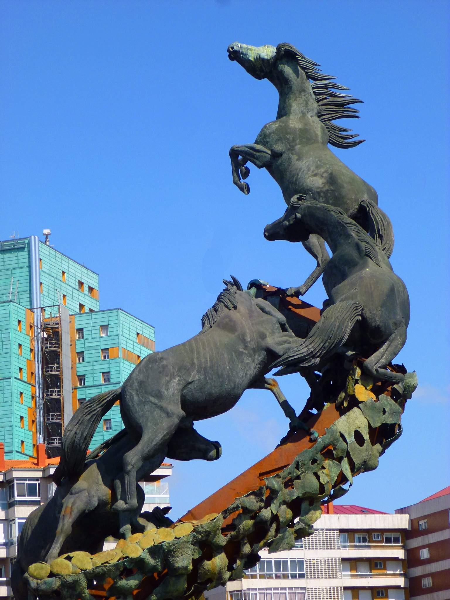 File:Vigo - Rotonda de la Plaza de España, Monumento a los Caballos 5.jpg