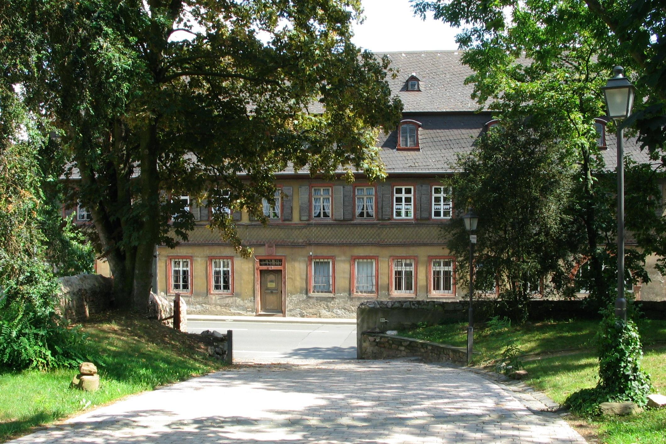 WinkelHauptstrBrentanohausN.JPG