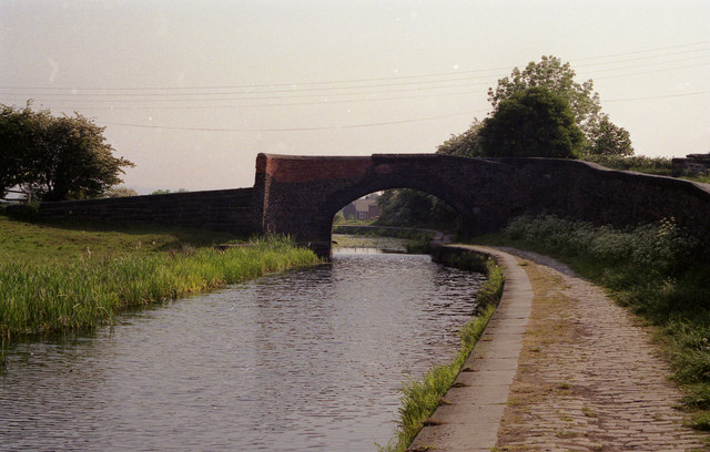 Withins Bridge, Manchester Bolton and Bury Canal - geograph.org.uk - 757223
