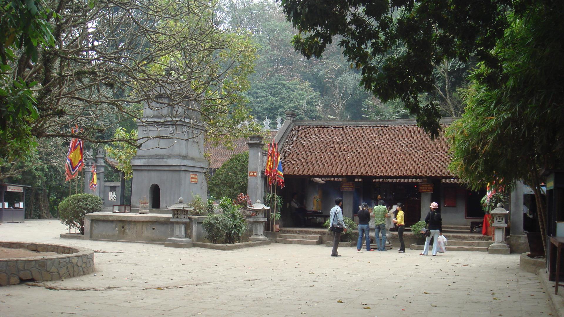 Tập tin:Đền Hùng, đền Hạ.jpg