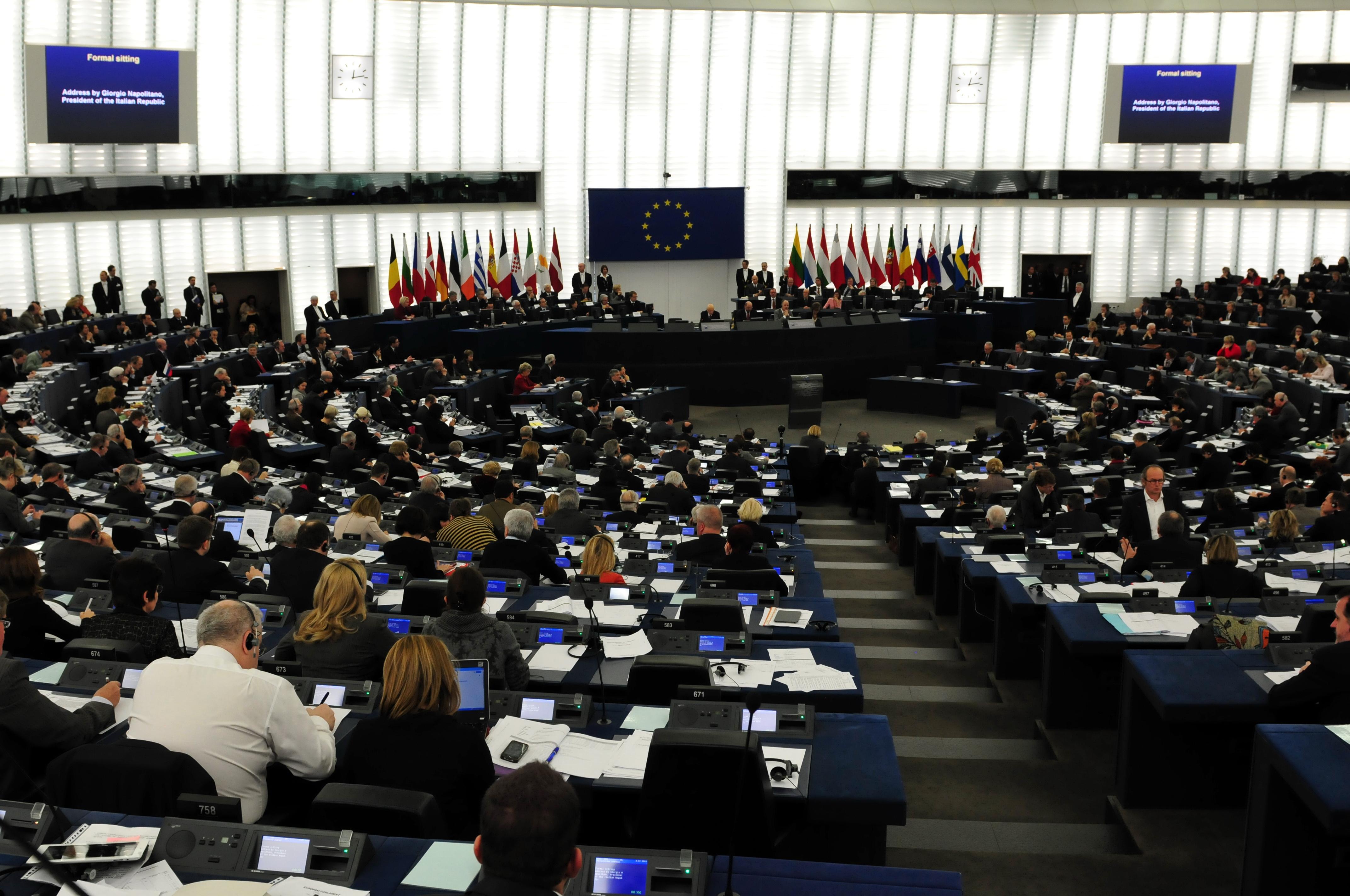 https://upload.wikimedia.org/wikipedia/commons/2/2c/14-02-04-strasbourgh-parliament-RalfR-43.jpg