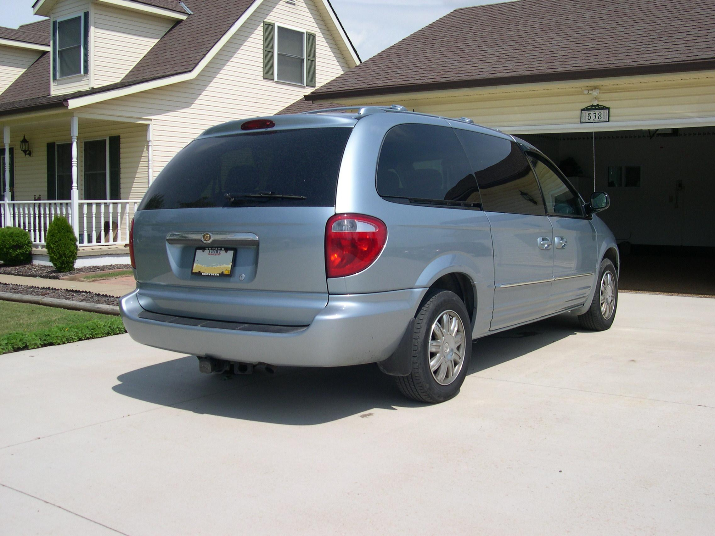file 2004 chrysler town and country rear wikimedia commons. Black Bedroom Furniture Sets. Home Design Ideas