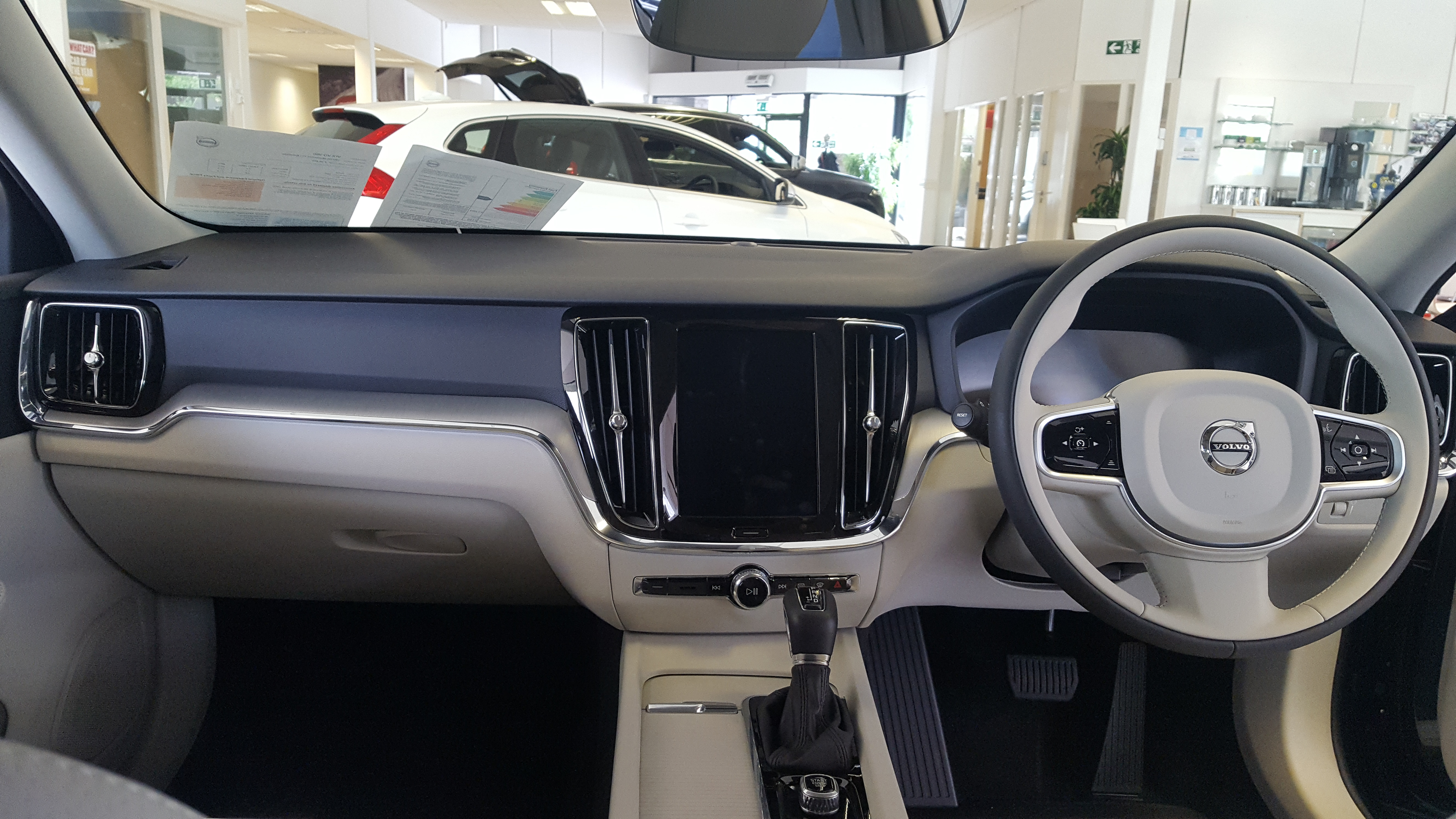 File:2018 Volvo V60 Interior.jpg - Wikimedia Commons