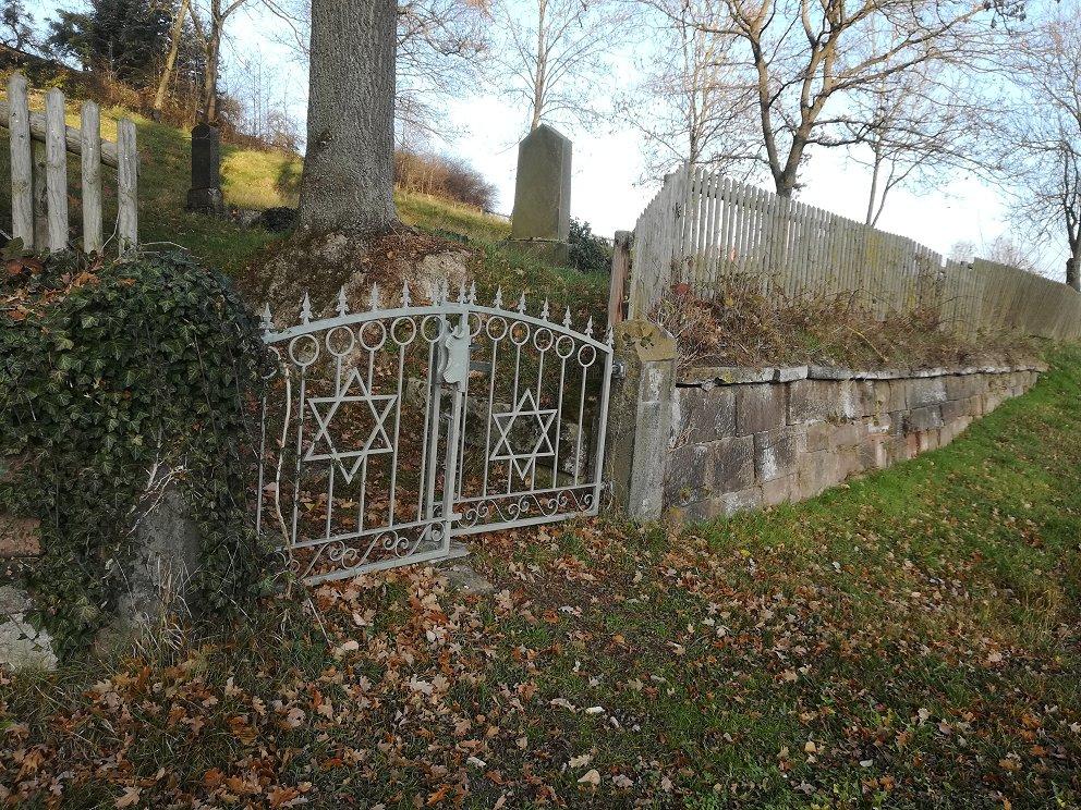 Adelebsen Juedischer Friedhof Einfriedung.jpg