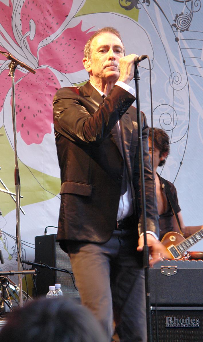 """Alain Chamfort durante el """"Festival Fnac Indétendances"""" en París Plage el 22/07/2006"""